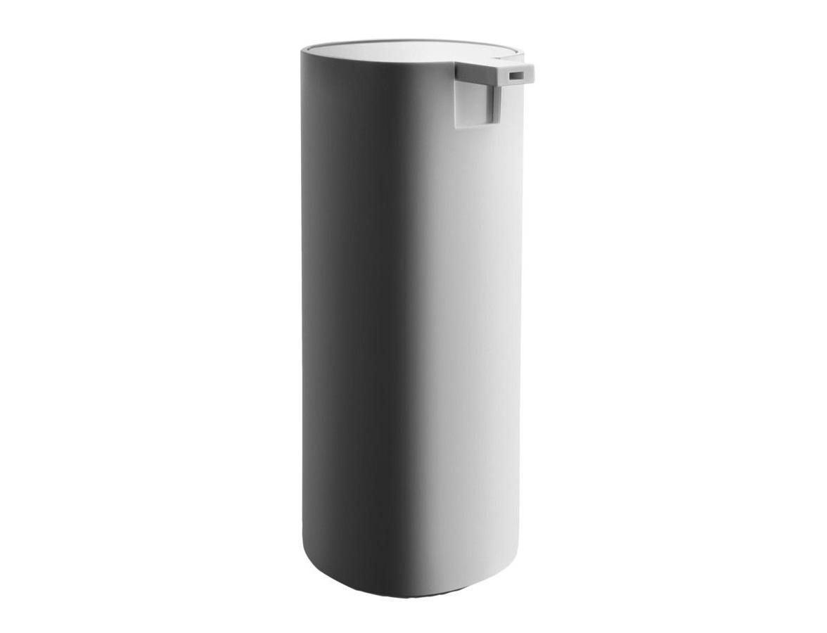 Диспенсер для жидкого мыла BirilloАксессуары для ванной<br>Пластиковый диспенсер для жидкого мыла. Является частью коллекции аксессуаров для ванной комнаты Birillo, разработанной дизайнером Пьеро Лиссони. Отличительные черты коллекции - это минимализм, высокачественные долговечные материалы и спокойные прямоугольные формы с закругленными углами. Благодаря своей функциональности и универсальному дизайну предметы серии идеально подходят для абсолютно любой ванной комнаты.&amp;amp;nbsp;<br><br>Material: Пластик<br>Ширина см: 6<br>Высота см: 16<br>Глубина см: 7