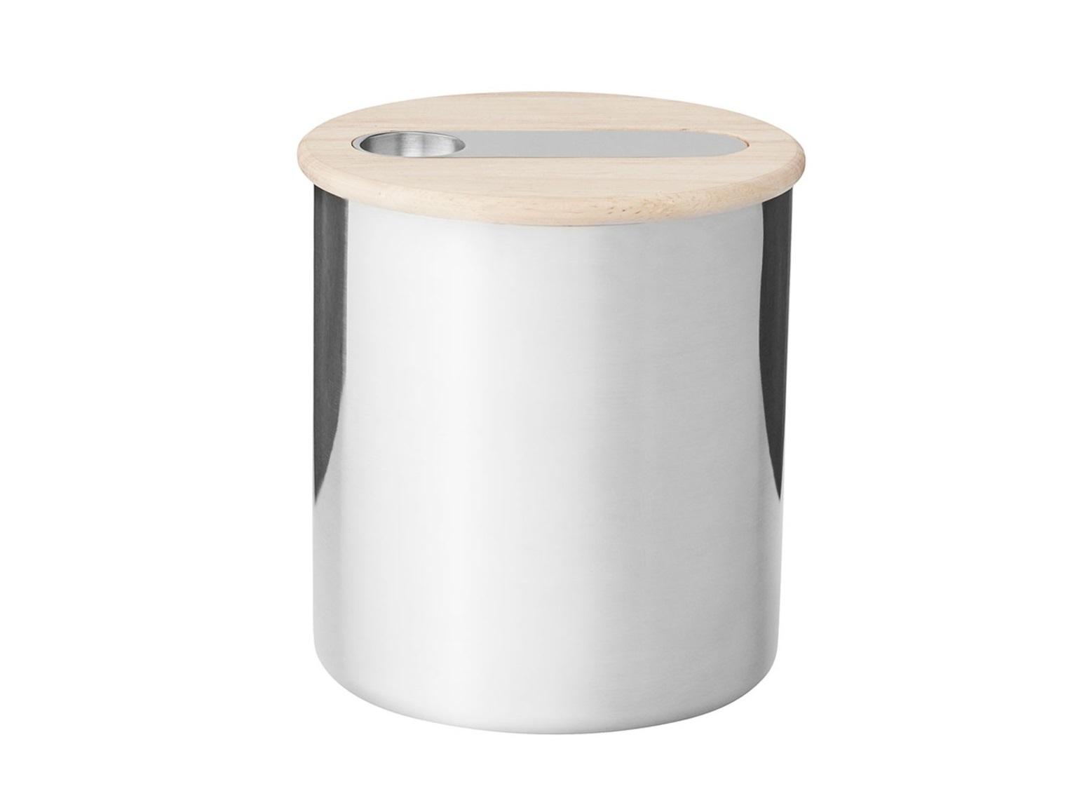 Емкость для хранения ScoopЕмкости для хранения<br>В набор входят: емкость из нержавеющей стали, крышка из каучука, ложки из нержавеющей стали. Емкость для хранения с ложкой Scoop сочетает в себе элегантность и практичность. Емкость идеально подходит для хранения чая или кофе. Учитывая, что крышка плотно закрывает емкость, кофе и чай сохранят свой аромат на протяжении долгого времени. В крышке предусмотрено отделение для ложки. Таким образом, Вам не придется искать ложку каждый раз, когда Вы захотите отсыпать чай или кофе из емкости.&amp;amp;nbsp;<br><br>Material: Металл<br>Length см: None<br>Width см: None<br>Height см: 14<br>Diameter см: 12