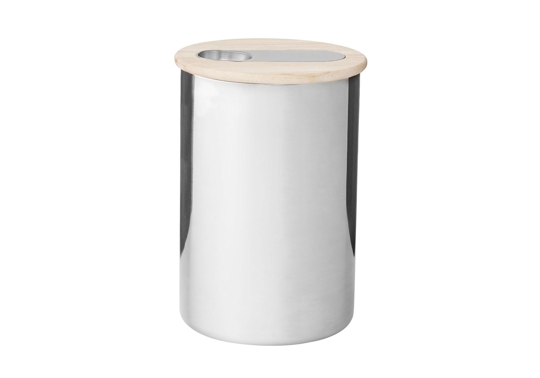 Емкость ScoopЕмкости для хранения<br>В набор входят: емкость из нержавеющей стали, крышка из каучука, ложки из нержавеющей стали. Емкость для хранения с ложкой Scoop сочетает в себе элегантность и практичность. Емкость идеально подходит для хранения чая или кофе. Учитывая, что крышка плотно закрывает емкость, кофе и чай сохранят свой аромат на протяжении долгого времени. В крышке предусмотрено отделение для ложки. Таким образом, Вам не придется искать ложку каждый раз, когда Вы захотите отсыпать чай или кофе из емкости.&amp;amp;nbsp;<br><br>Material: Металл<br>Length см: None<br>Width см: None<br>Height см: 17<br>Diameter см: 12