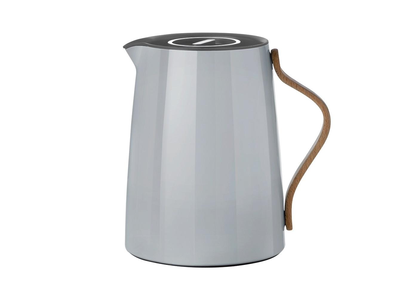 Вакуумный заварочный чайник EmmaЧайники<br>Полноценная комплектация состоит из следующих деталей: Вакуумный заварочный чайник Emma 1Л и смарт-фильтр, который позволяет регулировать степень заварки чая. Объем 1Л. Чайник подходит только для заваривания чая. Инструкция по использованию: 1. Достаньте фильтр из чайника и залейте в чайник горячую воду. 2.Отвентите внешний(верхний) фильтр от основного(внутреннего) фильтра. 3.Возьмите основной фильтр и отделите друг от друга части, из которых он состоит. 5. Положите чайные листья в нижнюю часть основного фильтра и закройте сверху второй, верхней частью. При правильном соединении будет слышен щелчок. 6. Надежно прикрутите внешний фильтр к основному фильтру. 7.Чайник готов к использованию. Для того, чтобы чай начал завариваться, поверните фильтр к символу круга. Вы можете контролировать степень заварки, чтобы избежать горького вкуса чая. Когда чай заварился до нужной Вам степени, поверните фильтр к символу крест. Таким образом чай перестанет завариваться. 8. Для того, чтобы разлить чай в чашки, поверните фильтр к положению круга, после разлива - верните фильтр в положение креста. Фильтр необходимо промывать вручную. Чтобы избежать возникновения бактерий внутри чайника, после использования промывайте внутреннюю часть кипятком. Внешнюю часть чайника рекомендуется протирать влажной тряпкой, при необходимости допустимо использование моющего средства. Запрещено мыть в посудомоечной машине и использовать любые абразивные средства при очистке изделия.&amp;amp;nbsp;<br><br>Material: Сталь<br>Length см: None<br>Width см: 17<br>Depth см: 14<br>Height см: 19.5