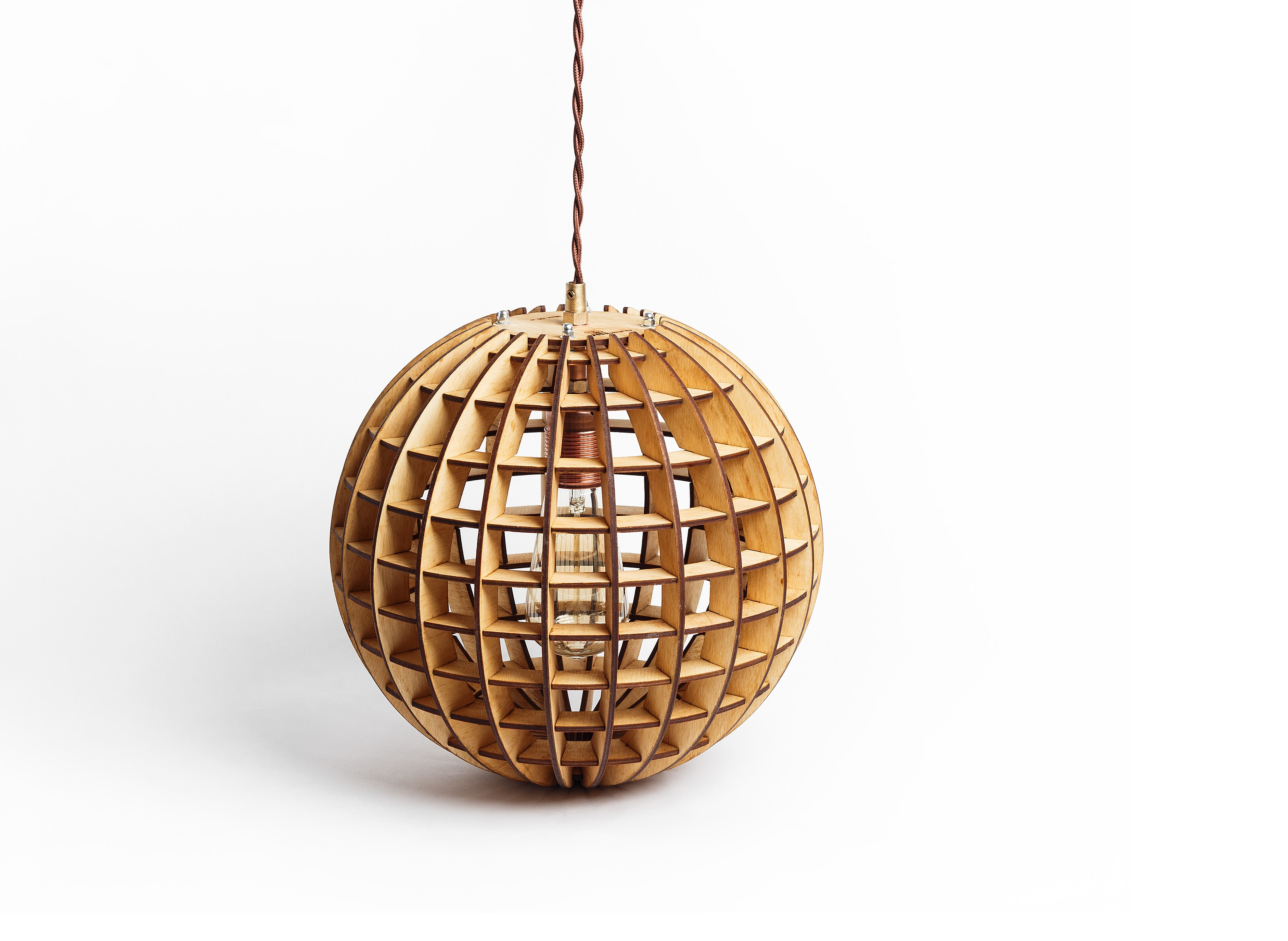 Деревянный светильник ГлобусПодвесные светильники<br>Деревянная люстра в стиле Лофт. Возможно изготовление в двух цветах - натуральный ( покрытый лаком ) и темный ( мореный ) Поставляется в собранном виде.&amp;lt;div&amp;gt;&amp;lt;br&amp;gt;&amp;lt;/div&amp;gt;&amp;lt;div&amp;gt;&amp;lt;div&amp;gt;Вид цоколя: E27&amp;lt;/div&amp;gt;&amp;lt;div&amp;gt;Мощность: 60W&amp;lt;/div&amp;gt;&amp;lt;div&amp;gt;Количество ламп: 1 (нет в комплекте)&amp;lt;/div&amp;gt;&amp;lt;/div&amp;gt;<br><br>Material: Дерево<br>Length см: None<br>Width см: None<br>Height см: 28<br>Diameter см: 30