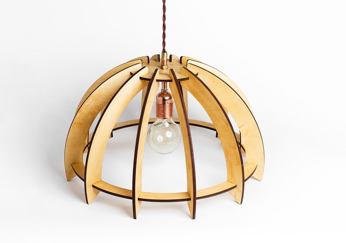 Деревянный светильник ЗонтикПодвесные светильники<br>Деревянная люстра в стиле Лофт. Возможно изготовление в двух цветах - натуральный ( покрытый лаком ) и темный ( мореный ) <br>Вид цоколя: E27<br>Мощность: 60W<br>Количество ламп: 1 (нет в комплекте)<br><br><br>kit: None<br>gender: None