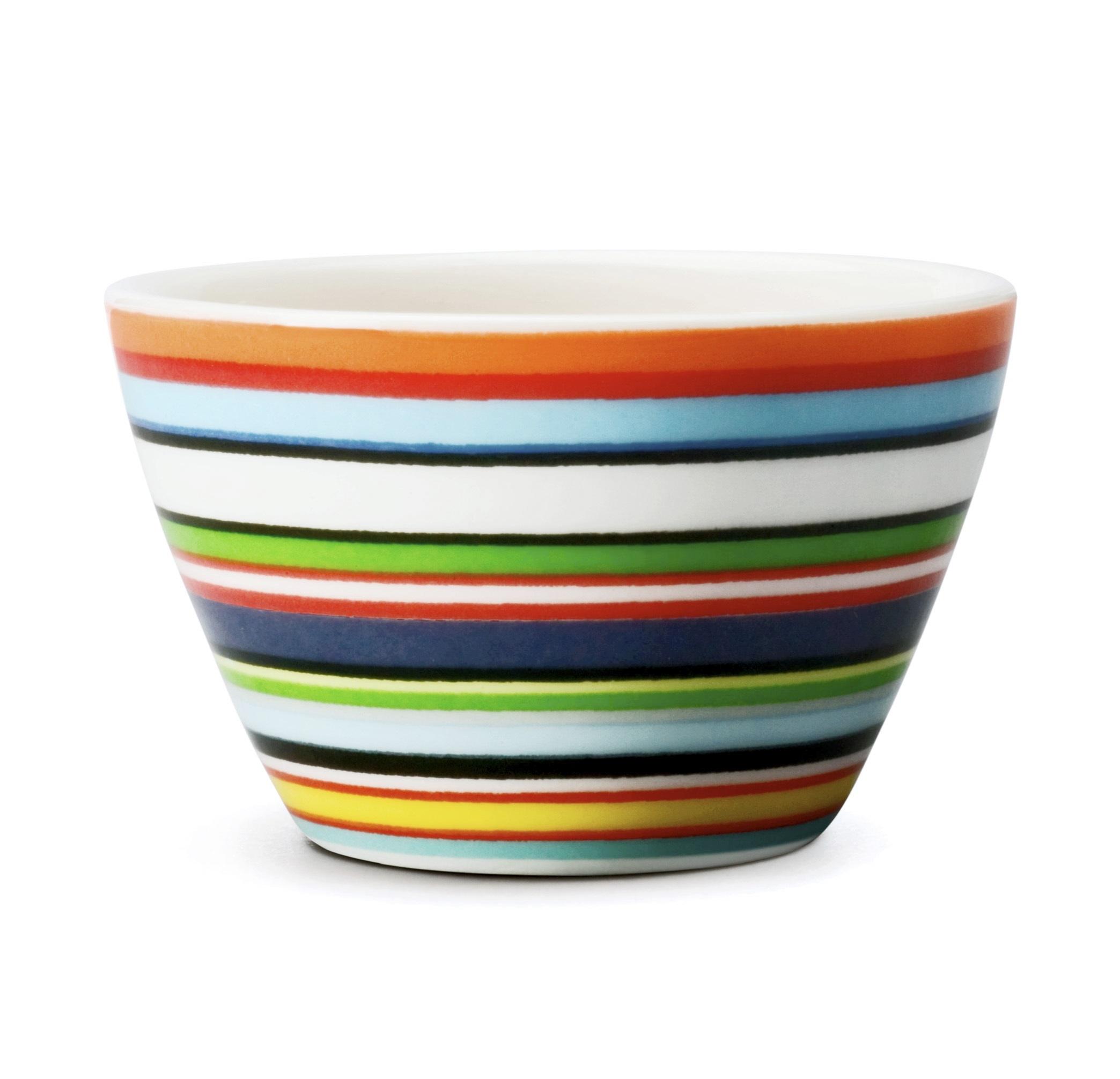 Подставка для яйца OrigoПодставки и доски<br>Смелый полосатый рисунок посуды серии Origo будет свежо смотреться на любой кухне. Посуда прекрасно сочетается с посудой других серий Iittala и подходит для приёма любой пищи. Впервые серия вышла 1999 году и с того момента стала невероятно популярной во всем мире.<br><br>Material: Фарфор<br>Length см: None<br>Width см: None<br>Depth см: None<br>Height см: 3<br>Diameter см: 5