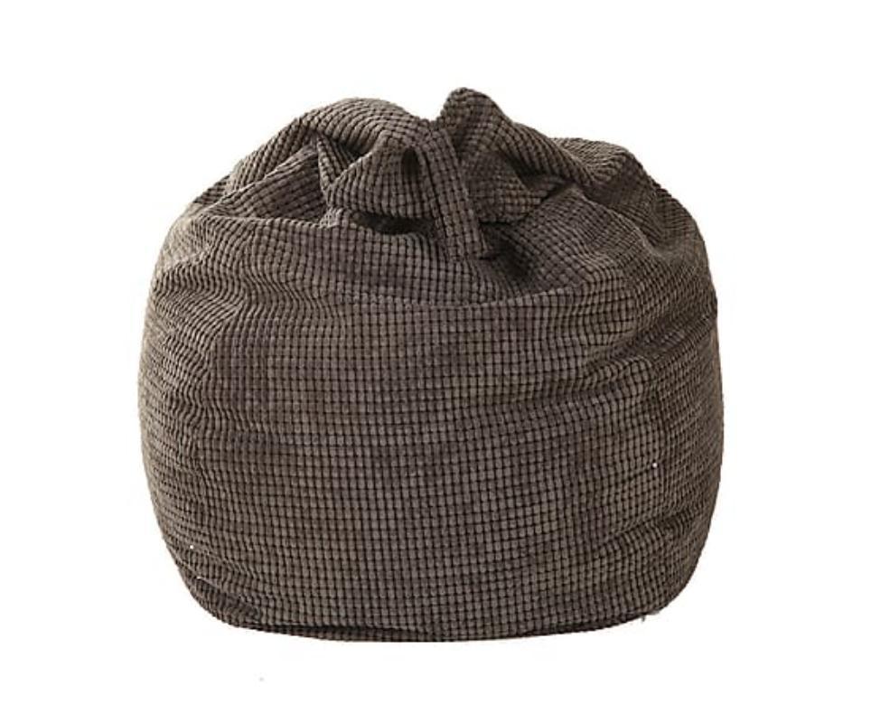 Пуфик-груша Coal pearlsКресла-мешки<br>Даже минималистичный лофт вы сможете превратить в уютную гавань с таким дополнением. Бескаркасный пуф в форме груши, выполненный в современном стиле, в лаконичных и смелых интерьерах будет смотреться отлично. Яркий лишь в оригинальной фактуре текстиля, он подарит вам множество приятных моментов расслабления, которого никак не ожидаешь от предмета мебели столь аскетичного оформления. Все благодаря наполнителю из пенополистирольных шариков, в нежности которых можно буквально утонуть!<br><br>Material: Текстиль<br>Высота см: 110