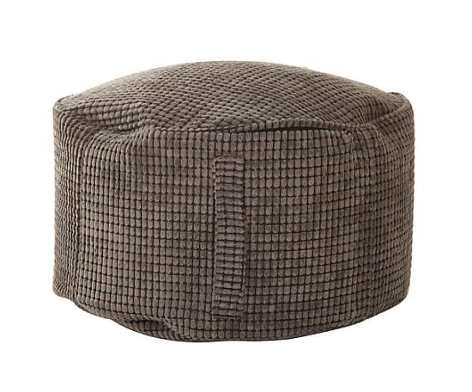 Пуфик круглый с ручкой  Coal pearlsФорменные пуфы<br>Тем, кто устал от яркости, гламура и строгих рамок, пуф &amp;quot;Coal Pearls&amp;quot; точно придется по вкусу. Аккуратный предмет мебели, который отлично впишется и в гостиную, и в спальню, и в рабочий кабинет, заворожит, несмотря на простоту. Круглый силуэт, оформленный самым лаконичным образом, позволит ему органично вписаться в пространства любой геометрии. Нейтральный серый цвет обивки также поможет пуфу гармонировать со многими интерьеров ? лучше всего такой аксессуар дополнит мрачные гаммы смелых лофтов.&amp;lt;div&amp;gt;&amp;lt;br&amp;gt;&amp;lt;/div&amp;gt;&amp;lt;div&amp;gt;Наполнитель: пенополистирольные шарики.<br>&amp;lt;/div&amp;gt;<br><br>Material: Текстиль<br>Height см: 30<br>Diameter см: 55