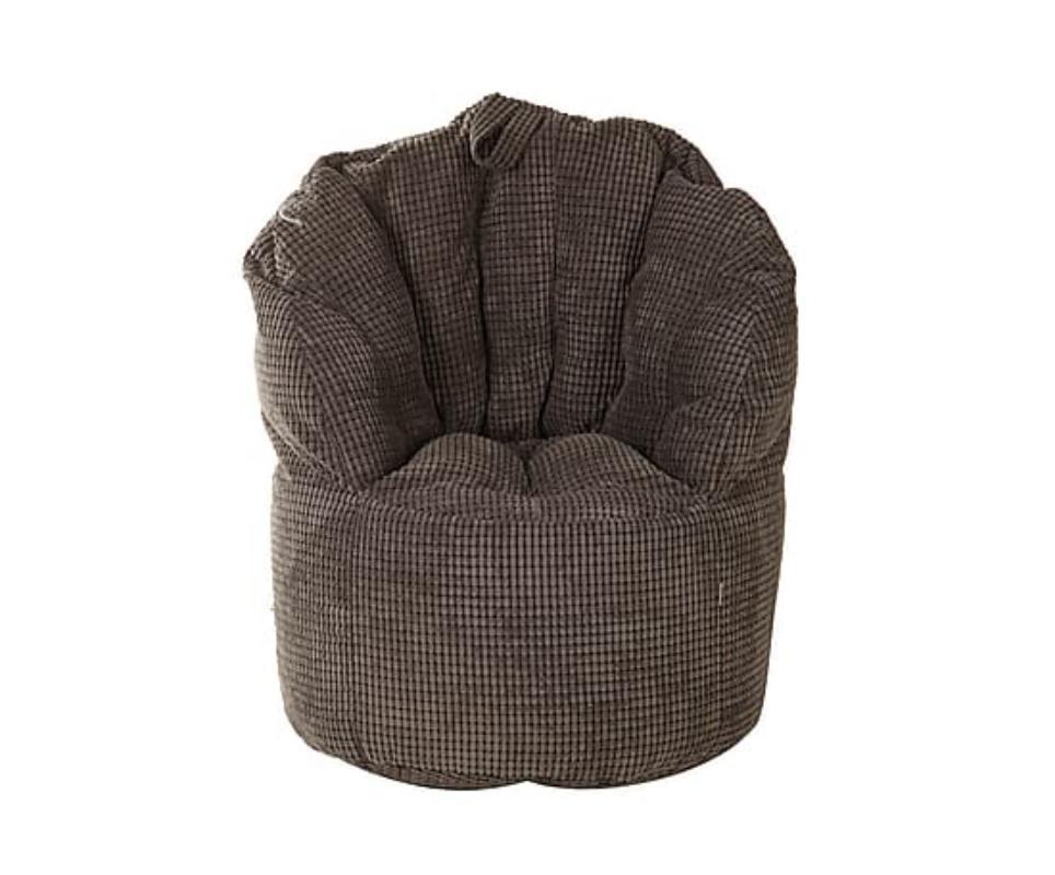 Кресло-пуф Coal pearlsБесформенные пуфы<br>Это кресло станет неотъемлемой частью промышленного интерьера. В эффектном лаунже, смелой гостиной или оригинальном холле оно будет смотреться очень органично. Легкость, практичность и лаконичность этого предмета мебели покорят тех, кто больше ценит функциональность, чем помпезность и вычурность. Элегантный силуэт и брутальная отделка мрачным текстилем ? интересный тандем, который заворожит своей нетривиальностью. Мягкие объятия пенополистирольных шариков, использующихся в качестве наполнителя, выступят неожиданным дополнением к столь интересному облику.<br><br>Material: Текстиль<br>Length см: None<br>Width см: 80<br>Depth см: 70<br>Height см: 35