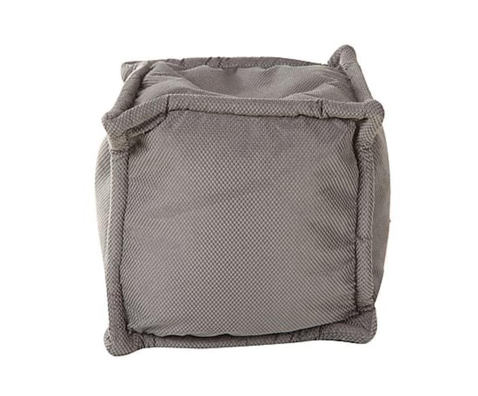 Квадратный пуф Серый жемчугФорменные пуфы<br>Отсутствие четких пропорций является изюминкой оформления этого пуфа. Благодаря бескаркасной технологии изготовления он отличается не только изменчивостью форм, но и особенным удобством. Пенополистирольные шарики, заключенные в оковах грубого серого текстиля, делают пребывание на пуфе невероятно комфортным. С ним вы сможете отдохнуть не только от работы, но и от помпезности и лоска, создав интерьер в стиле лофт.<br><br>Material: Текстиль<br>Ширина см: 45<br>Высота см: 45<br>Глубина см: 45