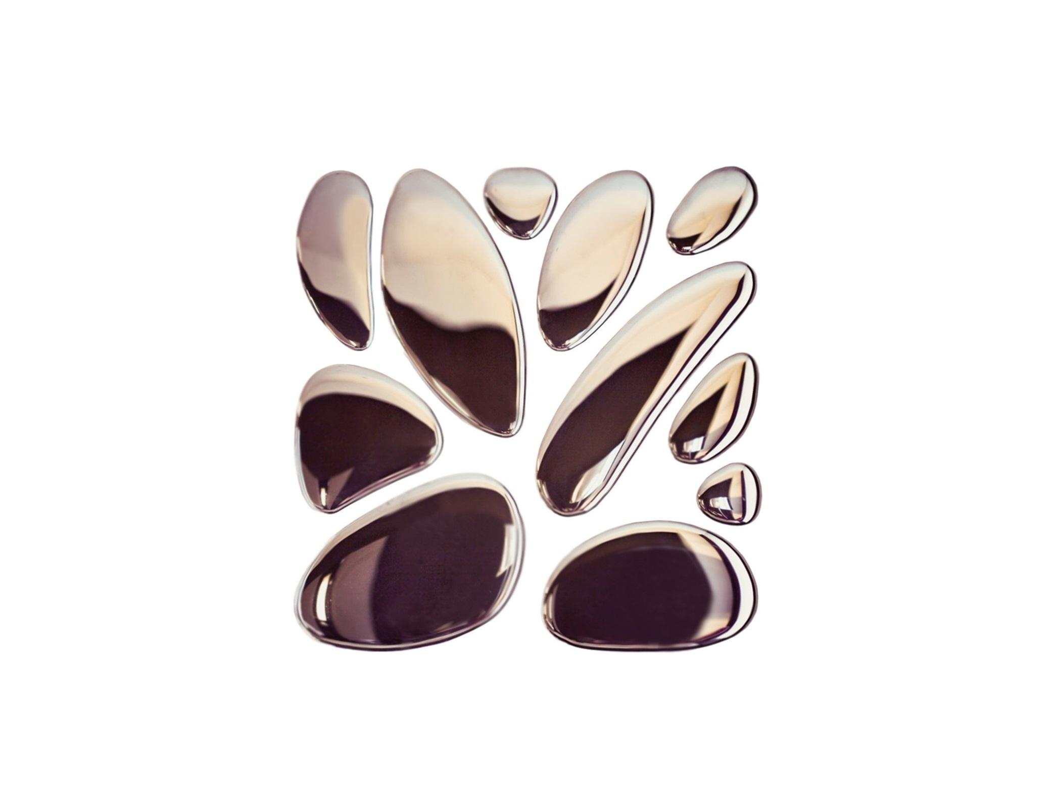 Композиция 11 капель SilverПанно<br>Элегантная композиция, состоящая из отдельных зеркальных капель, с легкостью станет главной изюминкой в вашем доме. Словно застывшие капельки ртути, или расплавленный металл – фантазировать о том, что же послужило вдохновением при создании композиции 11 Капель, можно бесконечно. Этот оригинальный декор станет прекрасным дополнением в дизайне, как общественного, так и приватного интерьера. 11 зеркальных капель разной величины легко фиксируются на клей к любой поверхности и формируют удивительную композицию. Эти 11 капель – образец безупречной работы и настоящего мастерства. Клей в комплекте не идет. Есть трафарет.<br><br>Material: Стекло<br>Ширина см: 105<br>Высота см: 105<br>Глубина см: 1