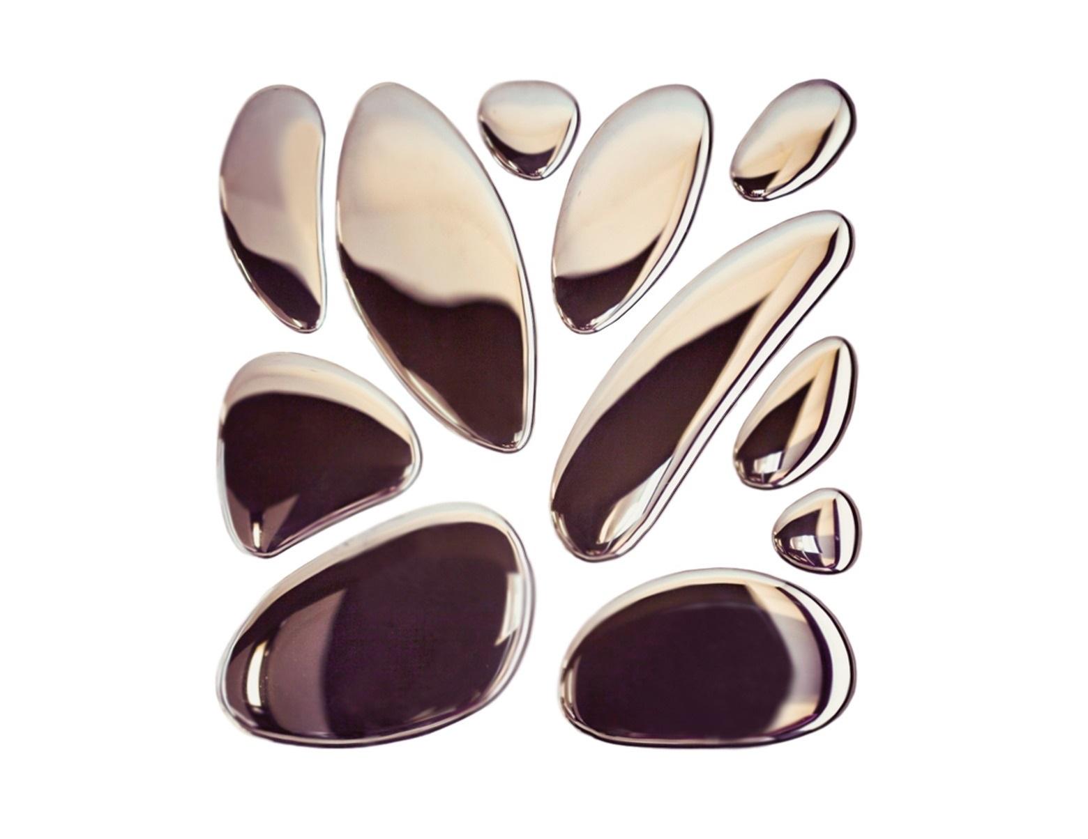Композиция 11 капель SilverПанно<br>Элегантная композиция, состоящая из отдельных зеркальных капель, с легкостью станет главной изюминкой в вашем доме. Словно застывшие капельки ртути, или расплавленный металл – фантазировать о том, что же послужило вдохновением при создании композиции 11 Капель, можно бесконечно. Этот оригинальный декор станет прекрасным дополнением в дизайне, как общественного, так и приватного интерьера. 11 зеркальных капель разной величины легко фиксируются на клей к любой поверхности и формируют удивительную композицию. Эти 11 капель – образец безупречной работы и настоящего мастерства. Клей в комплекте не идет. Есть трафарет.<br><br>Material: Стекло<br>Ширина см: 80<br>Высота см: 80<br>Глубина см: 1