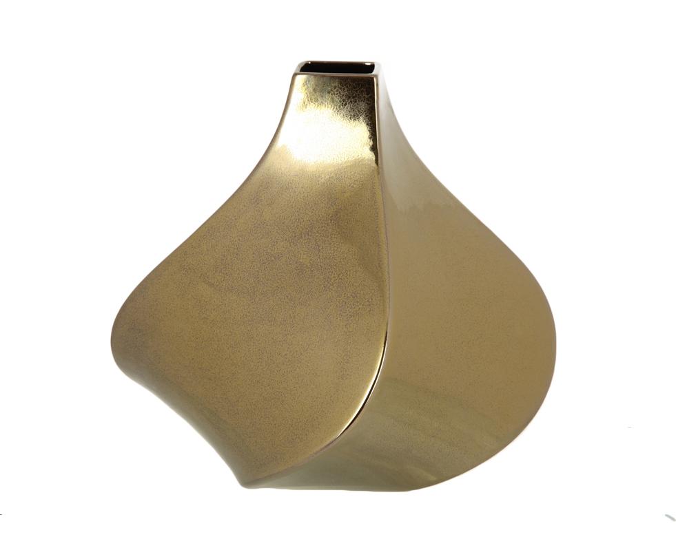 Ваза декоративнаяВазы<br>Небольшая ваза, сложенная из четырех плоскостей, замеревших в спиральном движении. Золотая глянцевая поверхность.<br><br>Material: Керамика<br>Length см: 33.5<br>Width см: 33.5<br>Height см: 30