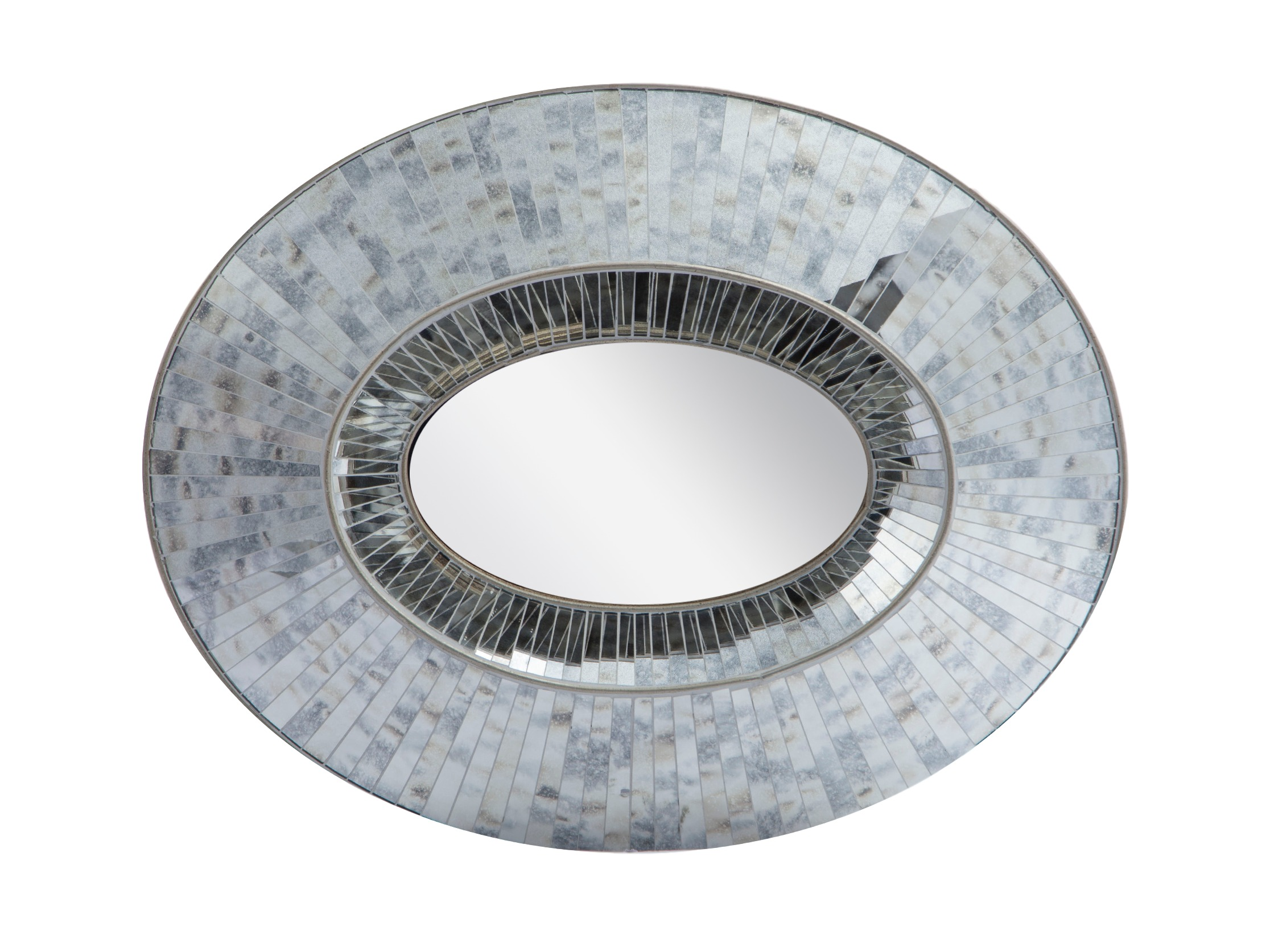 ЗеркалоНастенные зеркала<br>Зеркало в круглой раме,декорированное зеркальными вставками.<br><br>Material: Дерево<br>Ширина см: 100<br>Высота см: 86<br>Глубина см: 10.0