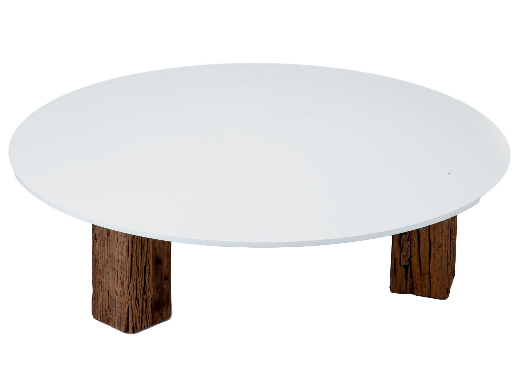 Стол кофейныйКофейные столики<br>Круглый кофейный стол на ножках из состаренного дерева (шпаловое дерево) имеет глянцевую белую столешницу.<br><br>Material: Дерево<br>Height см: 41<br>Diameter см: 150