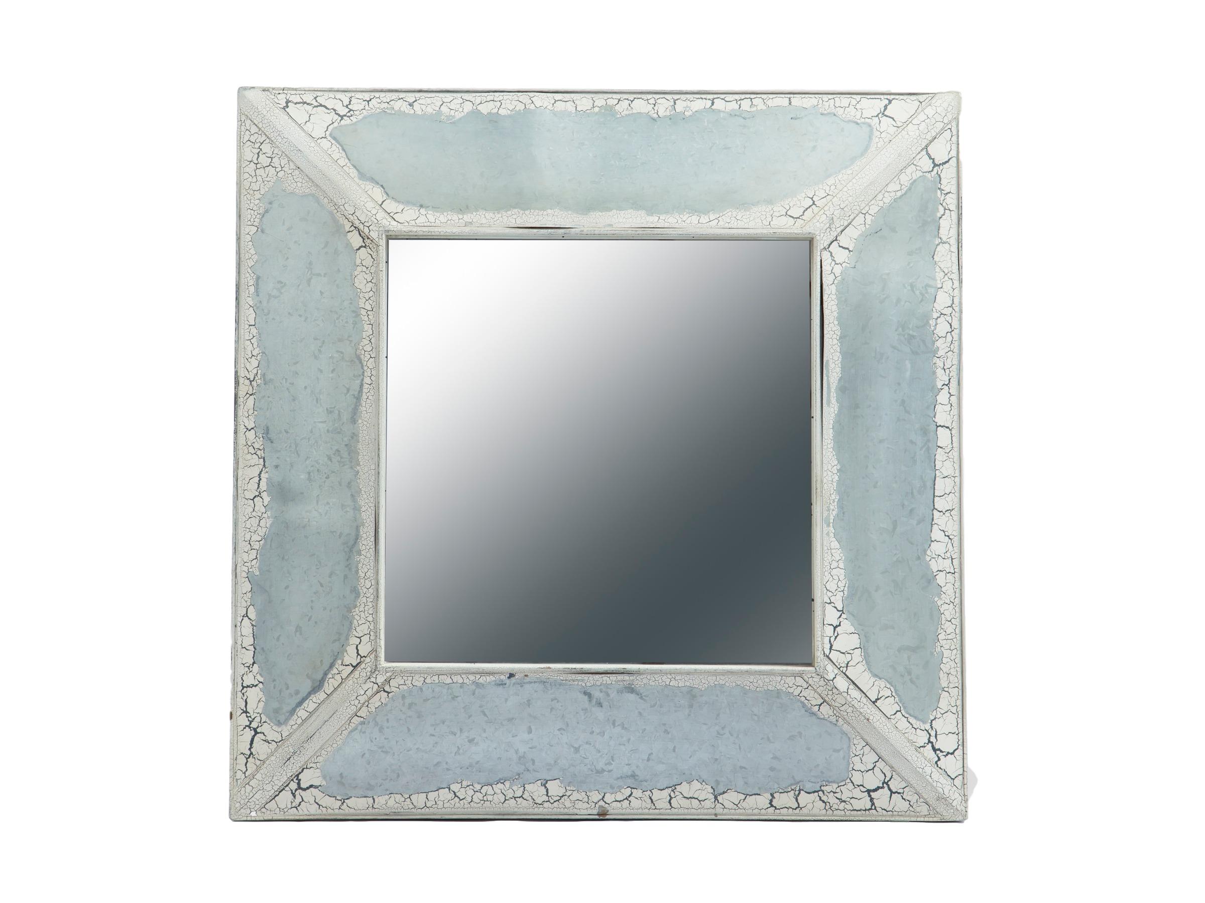 ЗеркалоНастенные зеркала<br>Квадратное зеркало в раме,украшенный вставками из состаренного металла .<br><br>Material: Дерево<br>Ширина см: 81<br>Высота см: 81<br>Глубина см: 8