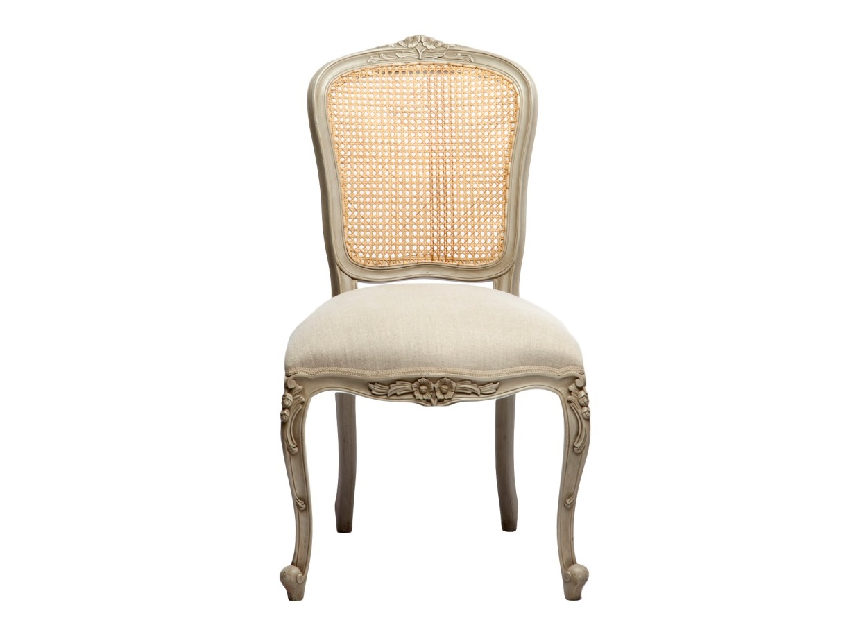 СтулОбеденные стулья<br>Стул с ротанговой спинкой и резьбой ручной работы, с патиной и искусственным старением.Однотонная обивка.<br><br>Material: Дерево