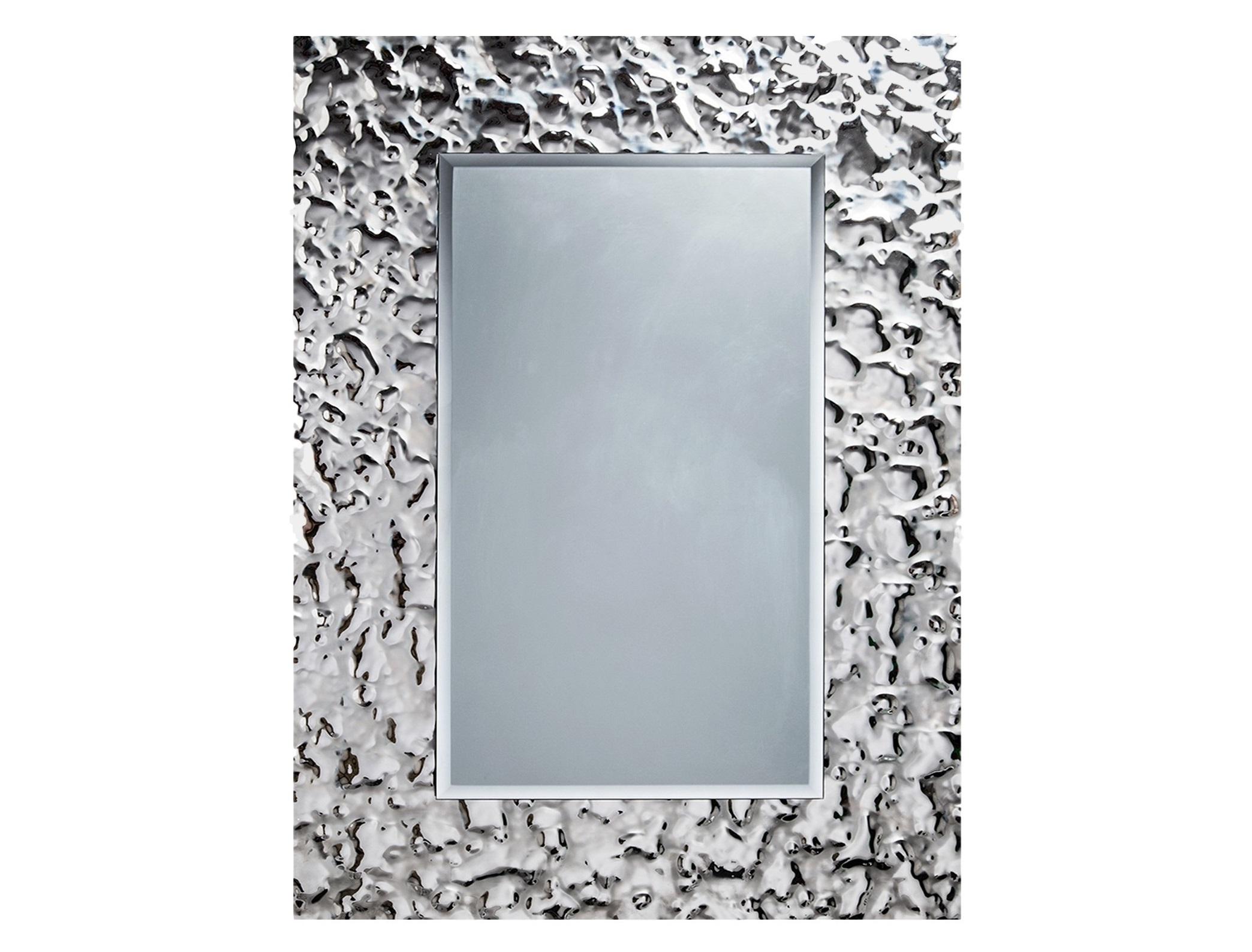 Зеркало Прямоугольник AquaНастенные зеркала<br>Прямоугольное зеркало – казалось бы, что в этом необычного? Объемная стеклянная рама, изготовленная по авторской технологии – вот главная изюминка этого изделия. Преломляя лучи света, поверхность прямоугольного зеркала пестрит разноцветными огнями, словно флиртуя с каждым прохожим. Такое зеркало уже не может быть просто дополнением к интерьеру. Это, скорее, эффективный инструмент преображения любого пространства.  Обрамление зеркала имитирует поверхность воды, застывшую на долю секунды .  Зеркало в собранном виде и в комплекте есть крепления.<br><br>Material: Стекло<br>Ширина см: 80<br>Высота см: 120<br>Глубина см: 5