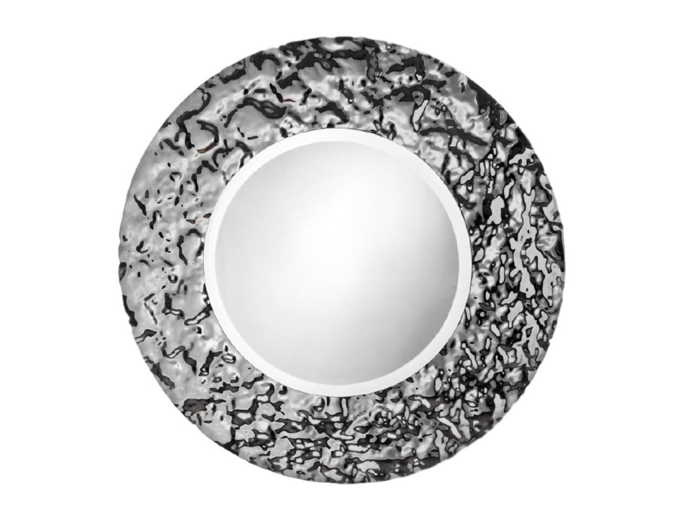 Зеркало Круг VentoНастенные зеркала<br>Зеркало уже не может быть просто зеркалом, если его обрамлением является авторская работа братьев Фомичевых. Такое круглое зеркало в необычной рамке, способно украсить даже самый тусклый интерьер. Это полноценный арт-объект. Внушительные размеры, безупречный блеск стекла — в таком зеркале смотреть на свое отражение сплошное удовольствие.    Обрамление зеркала имитирует поверхность воды на ветру, застывшую на долю секунды .  Зеркало в собранном виде и в комплекте есть крепления.<br><br>Material: Стекло<br>Depth см: 5<br>Height см: None<br>Diameter см: 99