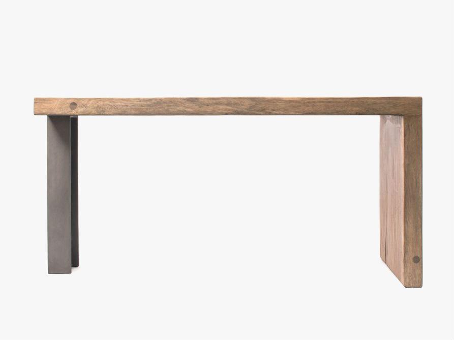 Стол консольный BrittНеглубокие консоли<br>Этот стол сделан из ценной породы древесины – тропического суара. Помимо прочности и долговечности, суар ценится эффектной колористикой – цвет изменяется по направлению от сердцевины к внешним кольцам ствола.<br><br>Material: Дерево<br>Width см: 160<br>Depth см: 50<br>Height см: 78