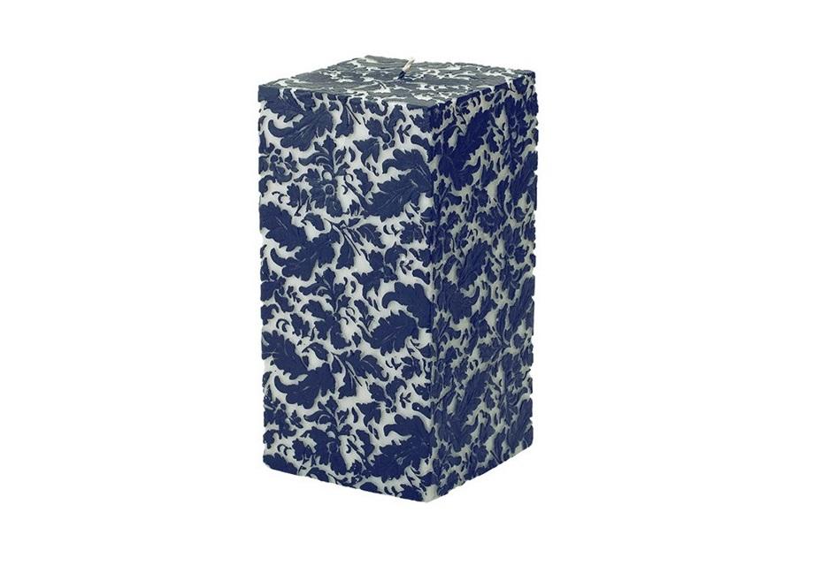 Свеча Damask Square BlueСвечи<br>Дамасский узор делает строгий силуэт этой восковой свечи таким романтичным. Культовый растительный орнамент, который является невероятно популярным и по сей день, выполнен в бело-синей гамме. Ассоциирующаяся с летним небом, свободой, морем и чистотой, она делает свечу идеальной для прованских интерьеров. Ручная проработка каждой детали позволяет ей выглядеть дорого и колоритно.&amp;lt;div&amp;gt;&amp;lt;br&amp;gt;&amp;lt;/div&amp;gt;&amp;lt;div&amp;gt;Время горения свечи - 150 часов.&amp;lt;/div&amp;gt;<br><br>Material: Парафин<br>Width см: 13<br>Depth см: 13<br>Height см: 25
