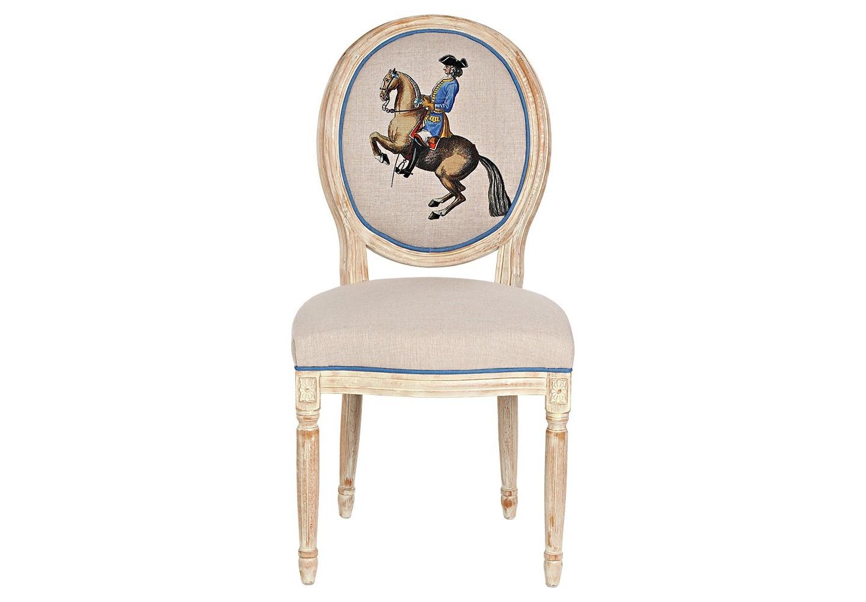 Стул «Верховая езда, Урок № 7»Обеденные стулья<br>Кавалерист французской армии, позирующий на спинке стула &amp;quot;Верховая езда, Урок № 7&amp;quot;, демонстрирует нам трюк высшей школы верховой езды под названием &amp;quot;лансада&amp;quot;. Дизайн стула создан на основе исторических гравюр Фридриха Вильгельма, Барона фон Айзенберг (1700-1770). Корпус стула изготовлен из натурального бука. Природная фактура древесины подчеркнута рукописной патиной. Цветочные узоры, кольца и желобки придают массивному дереву визуальную легкость. Обивка оснащена тефлоновым покрытием против пятен. &amp;lt;div&amp;gt;&amp;lt;br&amp;gt;&amp;lt;/div&amp;gt;&amp;lt;div&amp;gt;Материал: каркас - бук, обивка - 20% лен, 80% полиэстер&amp;lt;br&amp;gt;&amp;lt;/div&amp;gt;<br><br>Material: Бук