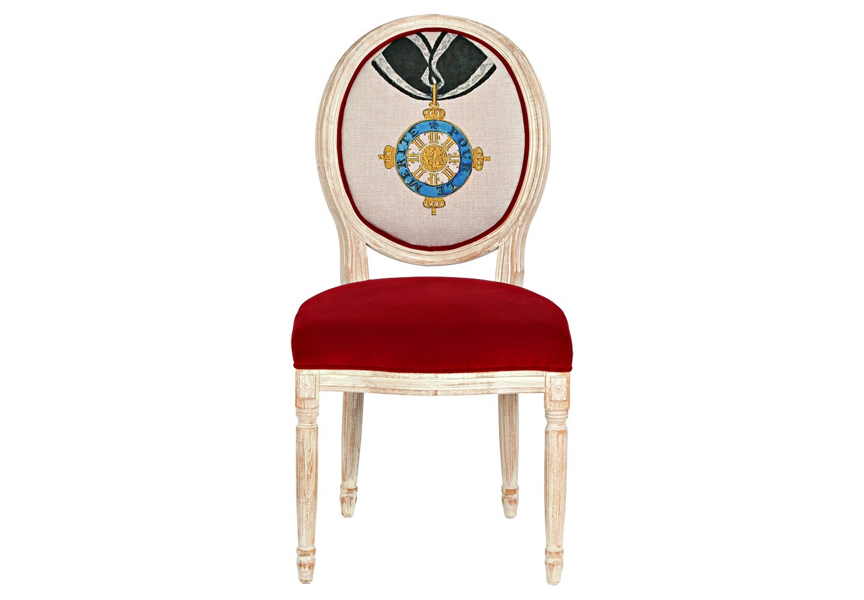 Стул «Орден «За заслуги», Пруссия»Обеденные стулья<br>Стул «Орден &amp;quot;За заслуги&amp;quot;, Пруссия» - визитное украшение гостиной комнаты и столовой, спальни и кабинета, студии и холла. &amp;quot;Орден &amp;quot;За заслуги&amp;quot; (Pour le M?rite) до конца Первой мировой войны являлся в Пруссии высшей военной наградой. Корпус, подражающий королевским традициям эпохи Луи-Филиппа, украшен резьбой, кольцами и желобками. Шикарный эффект производит комбинация обивочных тканей стула. Матовая льняная фактура спинки благородно оттеняет сочные отблески красного бархата, устилающего мягкое сиденье. &amp;lt;div&amp;gt;&amp;lt;br&amp;gt;&amp;lt;/div&amp;gt;&amp;lt;div&amp;gt;Материал: каркас - бук; обивка спинки - 29% лен, 9 % хлопок, 72% полиэстер, тефлоновое покрытие против пятен; обивка сиденья - бархатная ткань: 90% хлопок, 10% полиэстер&amp;lt;br&amp;gt;&amp;lt;/div&amp;gt;<br><br>Material: Бук<br>Ширина см: 62.0<br>Высота см: 101.0<br>Глубина см: 50.0