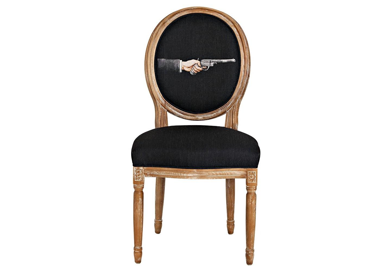 Стул «Агент», версия 1Обеденные стулья<br>Стул Агент, версия 1, - тонкая интерьерная каллиграфия, ласкающая взор элегантностью и салонным глянцем. Рисунок в жанре современного постмодернизма роскошен в обрамлении французского дворцового классицизма, украсившего благородный корпус стула из бука. Цветочные узоры, кольца и желобки придают массивному дереву визуальную легкость. Фактура древесины подчеркнута рукописной патиной. Обивка оснащена тефлоновым покрытием против пятен.Материал: каркас - бук, обивка - 20% лен, 80% полиэстер<br>
