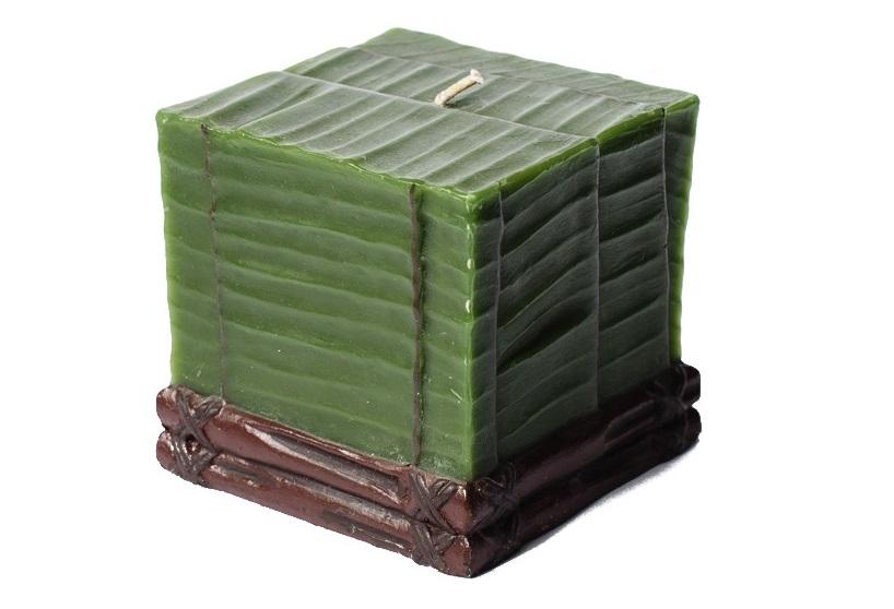 Свеча Banana Leaf CubeСвечи<br>Долгогорящая свеча из натурального воска, коллекция Banana Leaf, аромат Bombay wood.  Время горения свечи - 50 часов.<br><br>Material: Тик<br>Length см: 0<br>Width см: 7.5<br>Depth см: 7.5<br>Height см: 7.5<br>Diameter см: 0