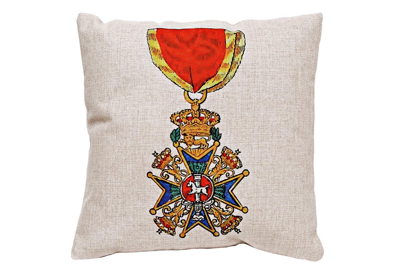 Декоративная подушка «Орден Генриха Льва, Бавария»Квадратные подушки и наволочки<br>Орден Генриха Льва &amp;quot;Рыцарь Первой степени&amp;quot;, изображенный на декоративной подушке, учрежден в 1834 году герцогом Вильгельмом в память своего предка Генриха, прозванного Львом. Эта подушка призвана заявить Ваш вкус и подчеркнуть авторскую индивидуальность. Высокая плотность ткани из смеси льна и хлопка обеспечит Вам не только дополнительную мягкость, но и максимальную долговечность любимого аксессуара.&amp;lt;div&amp;gt;&amp;lt;br&amp;gt;&amp;lt;/div&amp;gt;&amp;lt;div&amp;gt;Материал: состав ткани хлопок 25%, лен 15%, полиэстер 60%, плотность ткани 445 гр/м2&amp;lt;br&amp;gt;&amp;lt;/div&amp;gt;<br><br>Material: Хлопок<br>Ширина см: 45.0<br>Высота см: 45.0<br>Глубина см: 15.0