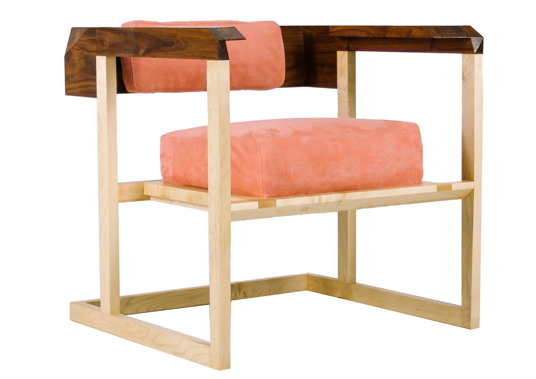 Кресло Pink CreamsonПолукресла<br>Кресло из массива клена с подлокотниками из массива американского ореха. Мягкая подушка из розовои? замши скрывает натуральныи? наполнитель: кои?ра — спресованное кокосовое волокно и латекс. В качестве основания под подушку используется классическая технология, при которой хлопковые ремни прибиваются гвоздями к раме. Это дает конструкции легкость и дополнительную мягкость при сидении.&amp;amp;nbsp;<br><br>Material: Замша<br>Width см: 62<br>Depth см: 62<br>Height см: 59