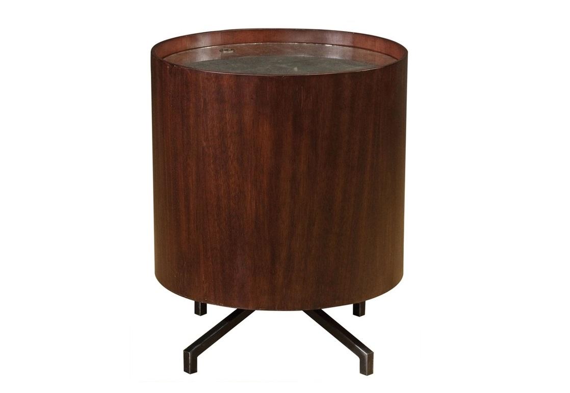 Столик BakerКофейные столики<br>Консольный стол Baker. Необычный предмет мебели позволит использовать его и как систему хранения, и как консольный столик.<br>100 % ресайклинг. Отделка натуральным воском.<br><br>Material: Тик<br>Ширина см: 48<br>Высота см: 58