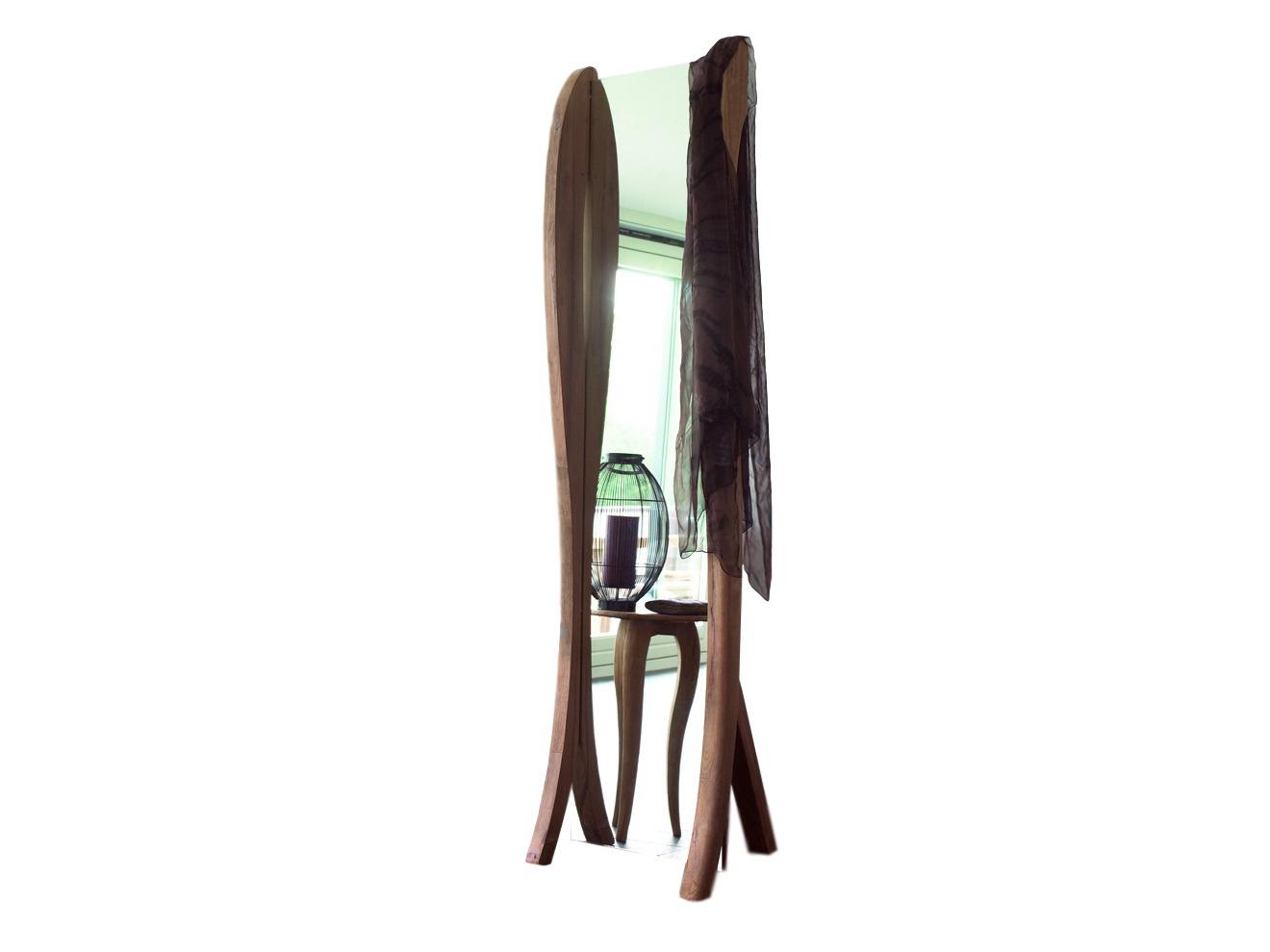 Зеркало напольное LucyНапольные зеркала<br>Напольное зеркало компании Teak House из далекой Индонезии придаст интерьеру особую изюминку: рама на ножках изготовлена из красивой, влагоустойчивой и прочной тиковой древесины. Любители аутентичных вещей, путешествий и этнических мотивов в интерьере оценят это зеркало по достоинству.<br><br>Material: Тик<br>Width см: 56<br>Depth см: 50.5<br>Height см: 220