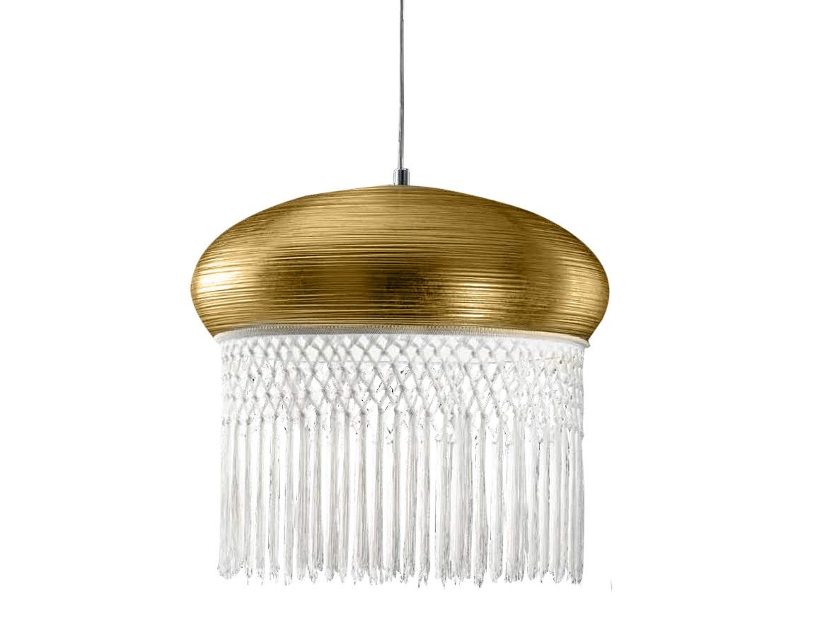 Подвесной светильник Curtain Подвесные светильники<br>Подвесной светильник из коллекции Curtain на металлической арматуре. Плафон с белой бахромой выполнен из металла золотого цвета. Высота светильника регулируется.&amp;lt;div&amp;gt;&amp;lt;br&amp;gt;&amp;lt;/div&amp;gt;&amp;lt;div&amp;gt;&amp;lt;div&amp;gt;Тип цоколя: Е27&amp;lt;/div&amp;gt;&amp;lt;div&amp;gt;Мощность: 150W&amp;lt;/div&amp;gt;&amp;lt;div&amp;gt;Кол-во ламп: 1 (нет в комплекте)&amp;lt;/div&amp;gt;&amp;lt;/div&amp;gt;<br><br>Material: Металл<br>Ширина см: 50<br>Высота см: 52<br>Глубина см: 50