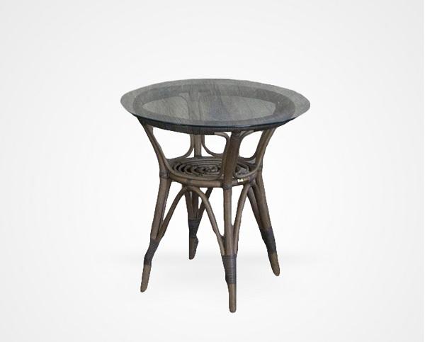 Столик из ротанга со стекломСтолы и столики для сада<br>Столик из ротанга со столешницей из прозрачного стекла.<br><br>Material: Ротанг