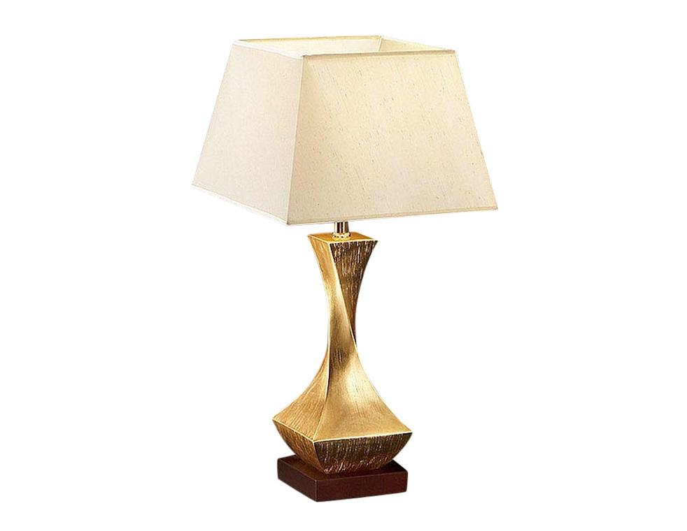 Настольная лампаДекоративные лампы<br>Абажур настольной лампы DECO выполнен из шелковистой ткани бежевого цвета. Основание лампы состоит из двух частей дерева: квадратная подставка с отделкой &amp;quot;орех&amp;quot; и скрученная опора с покрытием из золотой фольги.&amp;lt;div&amp;gt;&amp;lt;br&amp;gt;&amp;lt;/div&amp;gt;&amp;lt;div&amp;gt;&amp;lt;div&amp;gt;Тип цоколя: Е27&amp;lt;/div&amp;gt;&amp;lt;div&amp;gt;Мощность: 100W&amp;lt;/div&amp;gt;&amp;lt;div&amp;gt;Кол-во ламп: 1 (нет в комплекте)&amp;lt;/div&amp;gt;&amp;lt;/div&amp;gt;<br><br>Material: Дерево<br>Ширина см: 33<br>Высота см: 64<br>Глубина см: 33