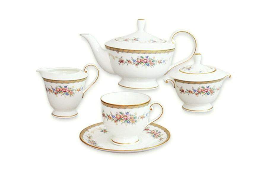 Чайный сервиз 17 предметов на 6 персон НаслаждениеЧайные сервизы<br>В комплект входят: 6 чашек 200мл, 6 блюдец, чайник 600мл, крышка для чайника, сахарница, крышка для сахарницы, молочник 175мл.<br><br>Material: Фарфор
