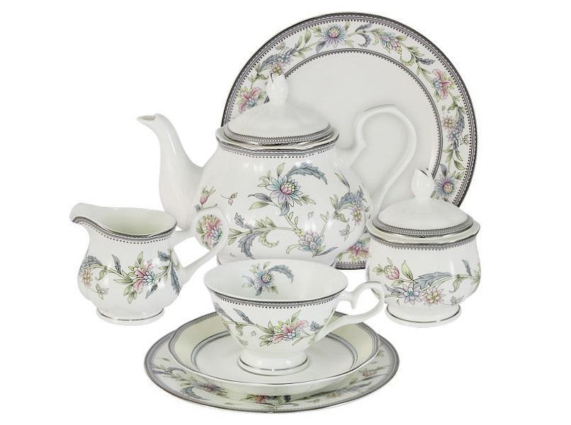Чайный сервиз 40 предметов на 12 персон Сад цветовЧайные сервизы<br>В комплект входят: 12 десертных тарелок 18 см; 12 чашек 0,2л; 12 блюдец, сливочник 0,2л; чайник 0.9л; сахарница 0,2л; блюдо для торта 31см.<br><br>Material: Фарфор