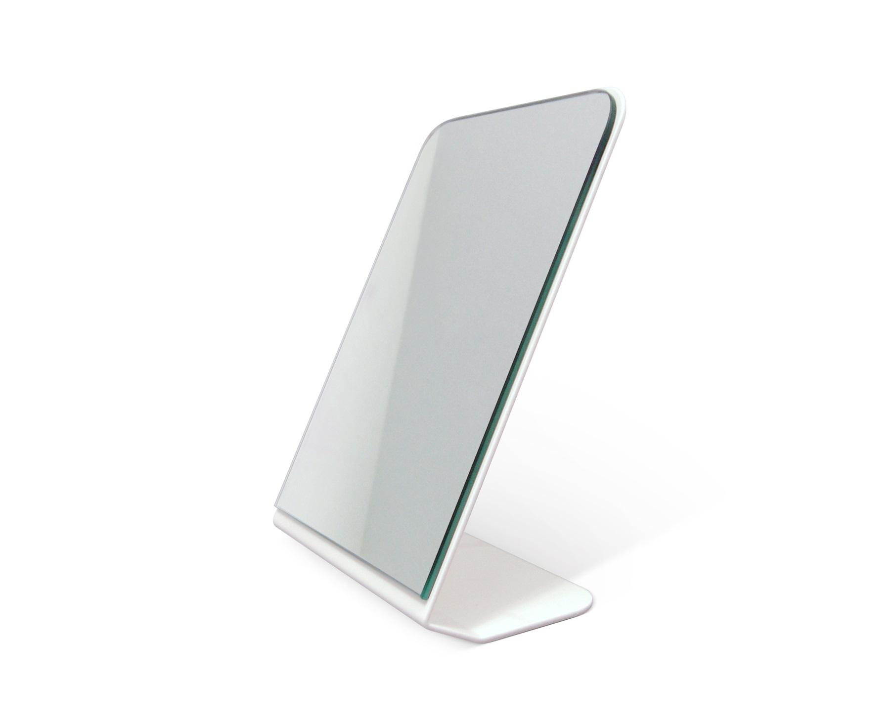 Зеркало OPTICНастольные зеркала<br>Настольное зеркало выполняет не только функциональную роль. Оно является<br> уникальным инструментом дизайнеров, которые с помощью этого предмета <br>декора способны придать интерьеру любой комнаты совершенно новый вид. <br>Настольное зеркало&amp;amp;nbsp;OPTIC станет неотъемлемым атрибутом <br>Вашего&amp;amp;nbsp;современного интерьера, а также прекрасным подарком для ценителей<br> концептуального декора.<br><br>Material: Сталь<br>Ширина см: 17<br>Высота см: 24<br>Глубина см: 15