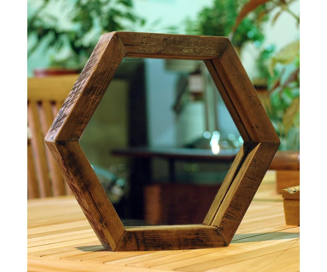 Зеркало SoulНастольные зеркала<br>Оригинальное зеркало в форме шестиугольника, рама из массива антикварного тика  с богатой текстурой, элегантно обрамляет и придает благородность. Комбинация из несколькох зеркал данной формы выглядит эффектно и необычно,<br><br>Material: Тик<br>Length см: None<br>Width см: 30<br>Depth см: 3<br>Height см: 26<br>Diameter см: None