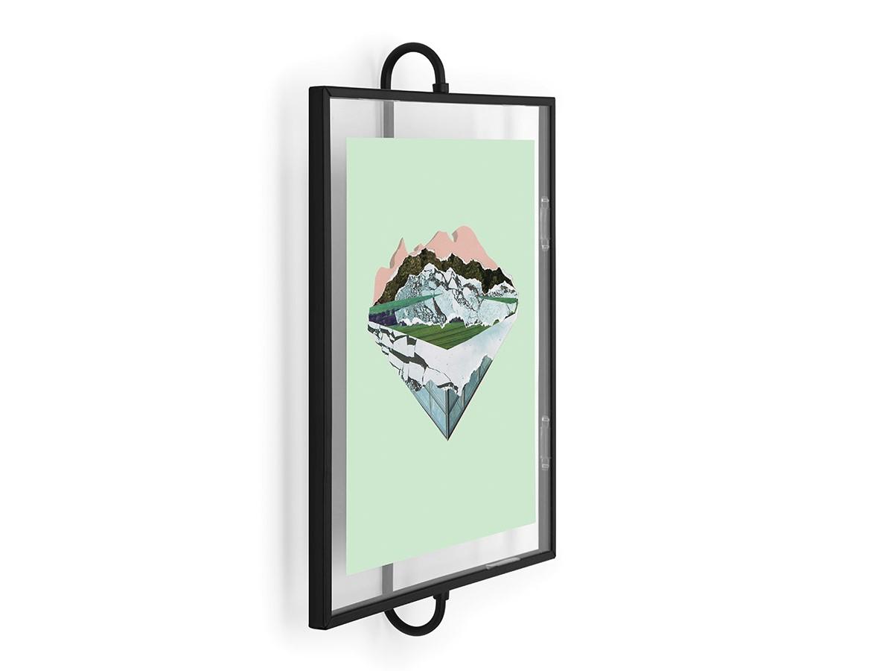 Фоторамка PhantomРамки для фотографий<br>Фоторамка из металической проволоки. Благодаря необычной объемной конструкции, рамка с фотографией или рисунком словно парит в воздухе. Такое представление фото часто испольуют в художественных галереях, поэтому вы сможете превратить свои фотографии в настоящий арт-объект. Фото помещается между двух стёкол. Рамка предусмотрена для фото или рисунка размером 8х10&amp;quot; (20х25 см).&amp;lt;div&amp;gt;&amp;lt;br&amp;gt;&amp;lt;/div&amp;gt;&amp;lt;div&amp;gt;Материал: стекло, металл&amp;lt;/div&amp;gt;<br><br>Material: Стекло<br>Width см: 25,4<br>Depth см: 8,1<br>Height см: 41,1