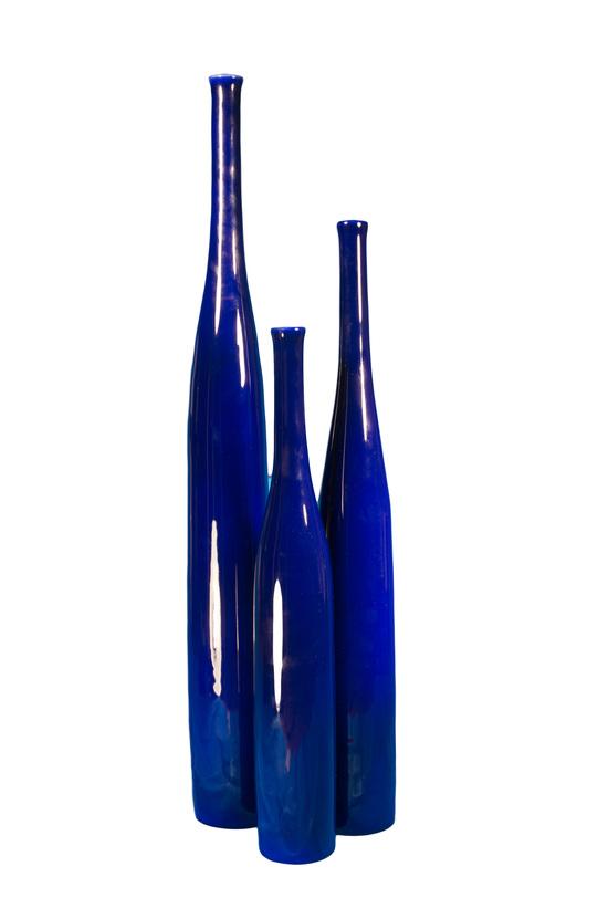 Ваза Navy blue (big)Вазы<br>Ваза завораживающего глубоко-синего цвета. Погружает в глубины океана.<br><br>Material: Керамика<br>Length см: None<br>Width см: None<br>Depth см: None<br>Height см: 75.0<br>Diameter см: 9.0