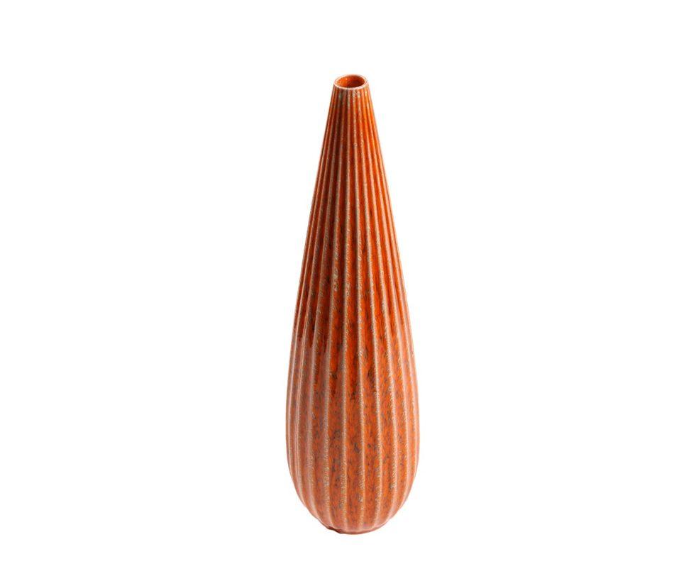 Ваза FarolВазы<br>Керамическая ваза с рифлеными стенками, теплого оранжевого цвета — стильный аксессуар, станет ярким акцентом в интерьере.<br><br>Material: Керамика<br>Height см: 36<br>Diameter см: 15