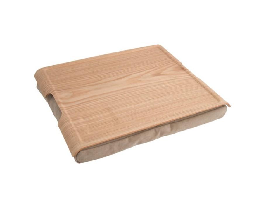 Подставка LaptrayПодставки и доски<br>С универсальной подставкой Laptray вы можете завтракать и обедать, не поднимаясь с постели, или сидеть в интернете не за столом, а в кресле. Подставка имеет твердую деревянную поверхность для устойчивого положения ноутбука, поэтому ее можно использовать и в кровати, и на диване. Форма и строение подушки позволяют подобрать угол наклона, который вам необходим. Кроме того, ноутбук не будет перегреваться и не обожжет ваши колени.<br>Идеальное решение для ребенка – на подставке будет удобно рисовать, читать, лепить из пластилина. За поверхностью легко ухаживать – достаточно протирать поверхность влажной салфеткой и вытряхивать подушку. Продается в фирменной упаковке.<br><br>Material: Дерево<br>Ширина см: 46<br>Высота см: 6<br>Глубина см: 38