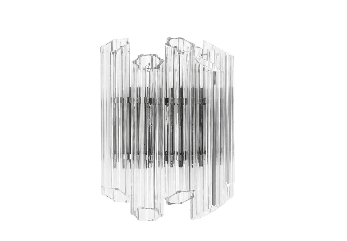 Настенный светильник   VittoriaБра<br>Настенный светильник Wall Lamp Vittoria состоит из колбочек, выполненных из прозрачного фактурного стекла. Светильник крепится на никелированной арматуре.&amp;lt;div&amp;gt;&amp;lt;br&amp;gt;&amp;lt;/div&amp;gt;&amp;lt;div&amp;gt;&amp;lt;div&amp;gt;Тип цоколя: E14&amp;lt;/div&amp;gt;&amp;lt;div&amp;gt;Мощность: 40W&amp;lt;/div&amp;gt;&amp;lt;div&amp;gt;Кол-во ламп: 2 (нет в комплекте)&amp;lt;/div&amp;gt;&amp;lt;/div&amp;gt;<br><br>Material: Стекло<br>Ширина см: 33<br>Высота см: 32<br>Глубина см: 17
