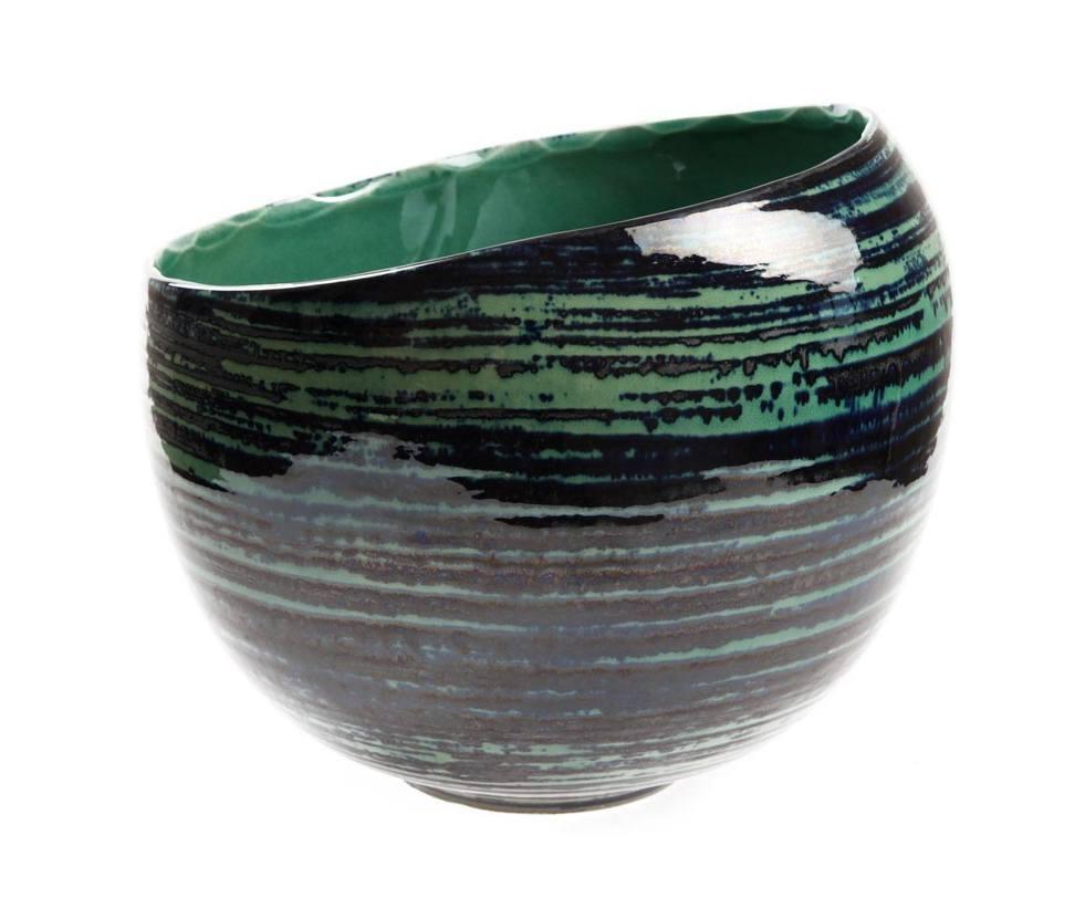 Ваза декоративная MaelstromВазы<br>Декоративная ваза из коллекции Maelstrom составит гармоничную пару с чашей, выполненной в той же технике. Эта ваза выглядит самобытной, кажется, будто она долгое время пролежала на дне моря, и теперь знает все его тайны...<br><br>Material: Керамика<br>Length см: 29<br>Width см: 32<br>Height см: 24