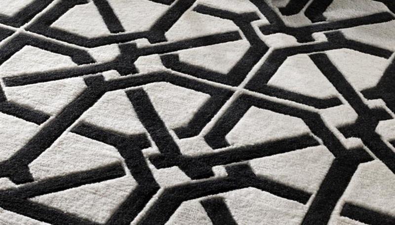 КоверПрямоугольные ковры<br>Ковер Carpet Webb из 100% новозелландской шерсти. Цвет: черный с белым орнаментом. Ручная работа.<br><br>Material: Шерсть<br>Ширина см: 400<br>Глубина см: 300