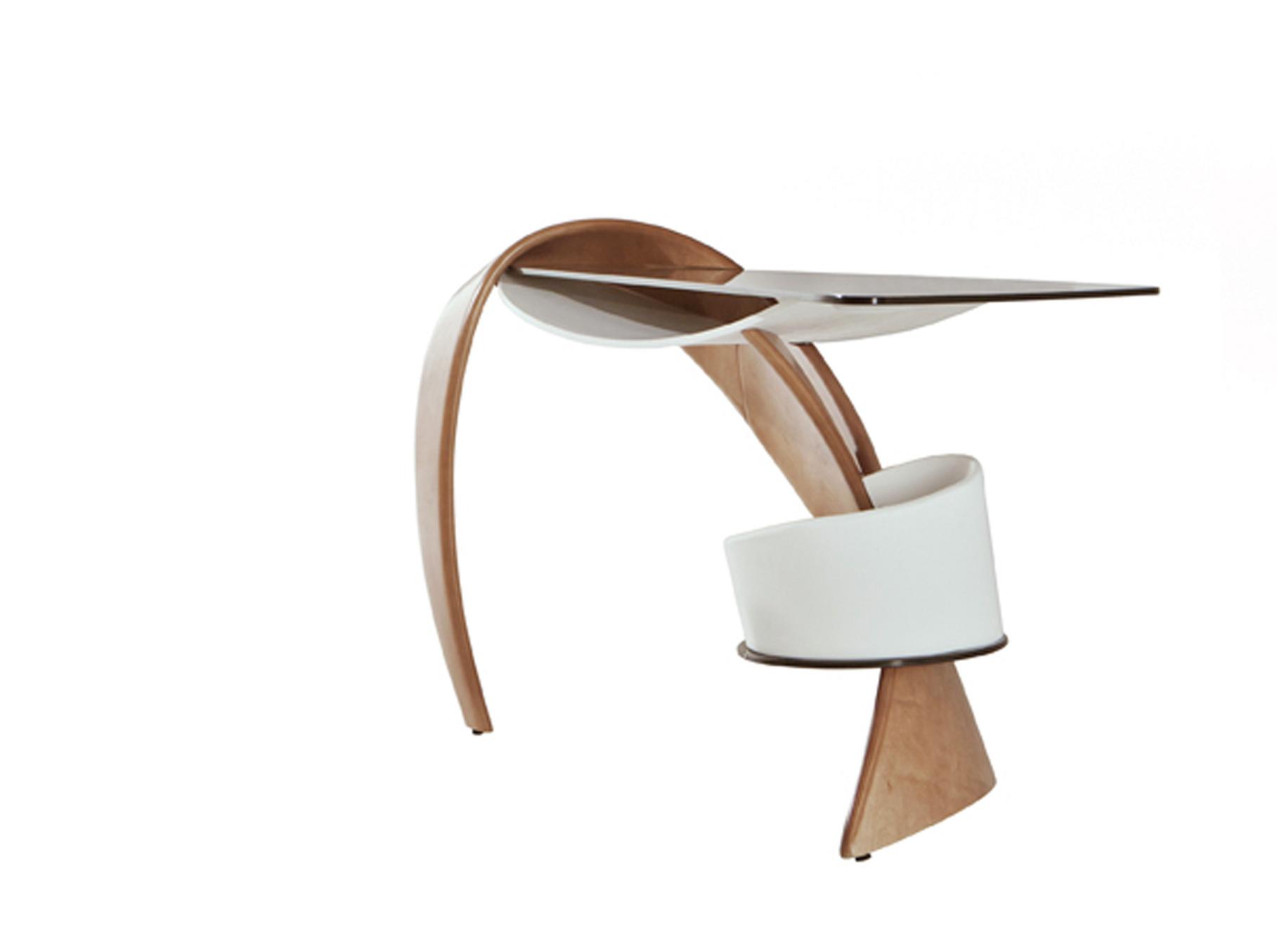 """Стол BrazoТуалетные столики<br>Необычный стол """"Brazo"""" является олицетворением нашей быстрой и динамичной жизни. Забудьте о тяжеловесных вещах «на века» — позвольте себе не только с легкостью шагать по жизни, но и с легкостью работать.<br>Предлагаемая модель – это сочетание современного дизайна и новейших мебельных технологий, с ее помощью Вы создадите интерьер, который подчеркнет Ваше стремление к оригинальности и новизне.<br><br>Material: Стекло<br>Ширина см: 56.0<br>Высота см: 87.0<br>Глубина см: 128.0"""
