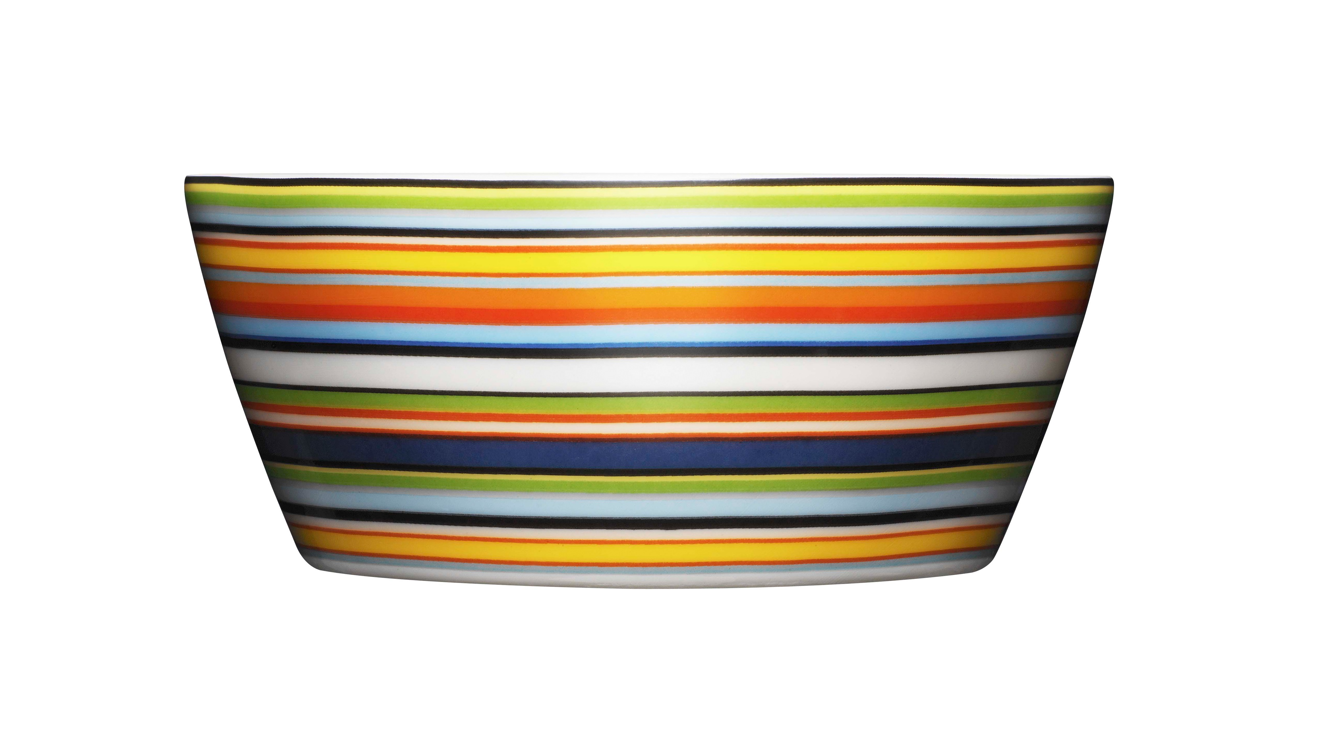 Десертная чаша OrigoМиски и чаши<br>Смелый полосатый рисунок посуды серии Origo будет свежо смотреться на любой кухне. Посуда прекрасно сочетается с посудой других серий Iittala и подходит для приёма любой пищи. Впервые серия вышла 1999 году и с того момента стала невероятно популярной во всем мире.<br><br>Material: Фарфор<br>Высота см: 5