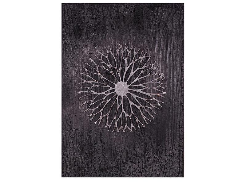 Настенное панно Цветок из сказки Братьев ГриммПанно<br>Изысканный шедевр включает в себя роскошную текстуру из черно-серых переливов и цветок, выполненный с помощью резки, и покрытый тысячами переливающихся серебряных кристаллов. Великолепно смотрится в абсолютно любом интерьере, наделяя его почти мистическим ореолом. Цветок, словно проступающий из лилового полумрака, переливается в глиттерах, символизирующих новорожденную утреннюю росу. &amp;lt;div&amp;gt;&amp;lt;br&amp;gt;&amp;lt;/div&amp;gt;&amp;lt;div&amp;gt;Материал: холст, акриловые краски, дерево, декоративные камни, декоративные длестки (глиттер).&amp;lt;br&amp;gt;&amp;lt;/div&amp;gt;<br><br>Material: Дерево<br>Ширина см: 70.0<br>Высота см: 100.0<br>Глубина см: 4.0