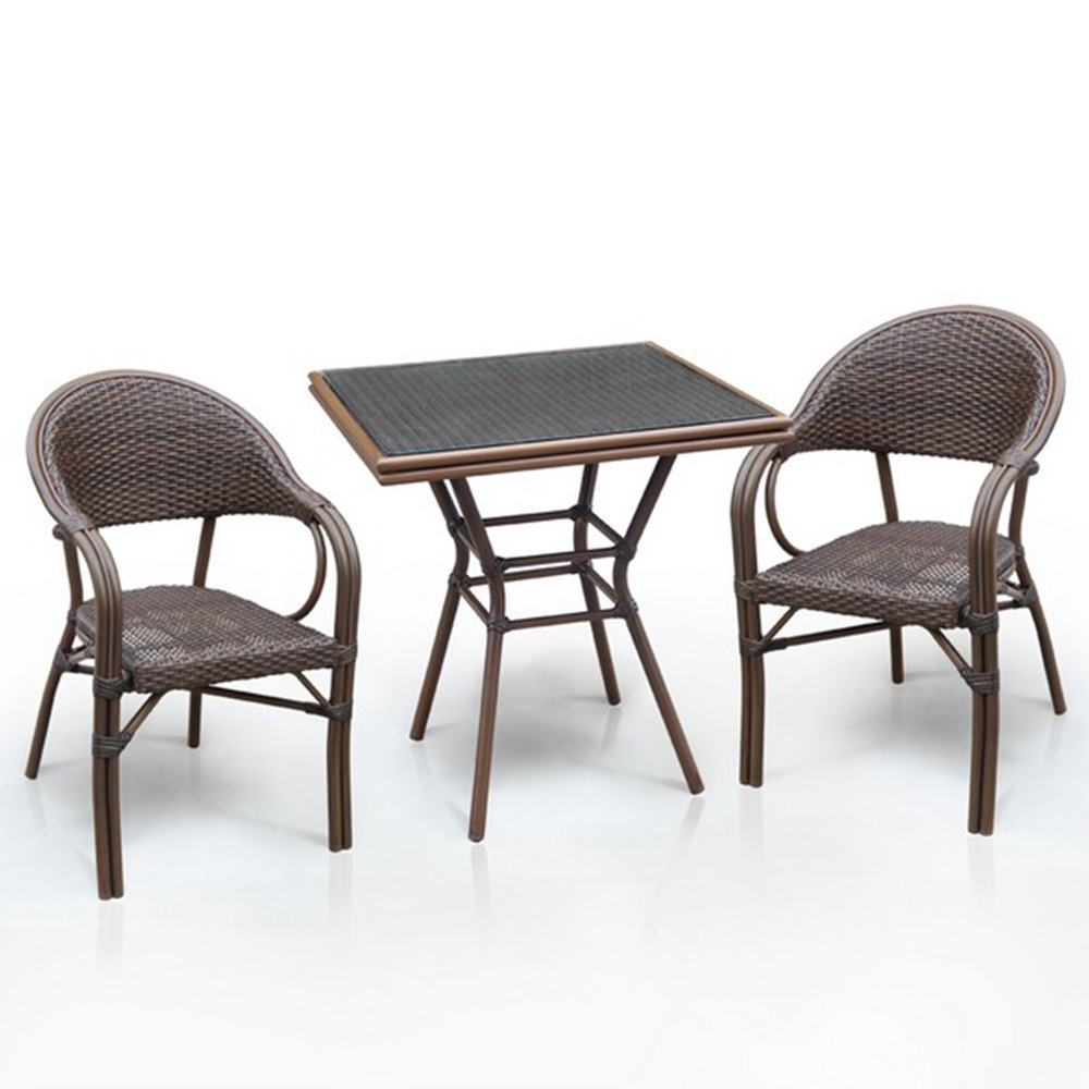 Набор мебелиКомплекты уличной мебели<br>Стол: D70xW70хH74 см.&amp;amp;nbsp;&amp;lt;div&amp;gt;Стекло: закаленное- 5 мм.<br>Каркас: алюминий D28х1,5 мм с полимерным покрытием.&amp;amp;nbsp;&amp;lt;/div&amp;gt;&amp;lt;div&amp;gt;Столешница текстилен 4х4.&amp;amp;nbsp;&amp;lt;/div&amp;gt;&amp;lt;div&amp;gt;&amp;lt;br&amp;gt;&amp;lt;/div&amp;gt;&amp;lt;div&amp;gt;Кресло&amp;lt;span style=&amp;quot;font-size: 14px;&amp;quot;&amp;gt;(2шт.)&amp;lt;/span&amp;gt;&amp;lt;span style=&amp;quot;font-size: 14px;&amp;quot;&amp;gt;: W56хВ62xH84 см.&amp;amp;nbsp;&amp;lt;/span&amp;gt;&amp;lt;/div&amp;gt;&amp;lt;div&amp;gt;Каркас: алюминий D24/24х1,5 мм с полимерным покрытием.&amp;amp;nbsp;&amp;lt;/div&amp;gt;&amp;lt;div&amp;gt;Материал: иск. ротанг.&amp;lt;/div&amp;gt;<br><br>Material: Ротанг