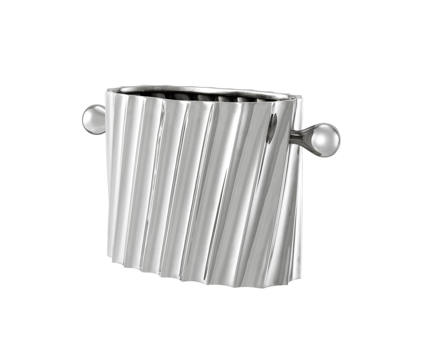 Ведро для льдаПодставки и доски<br>Ведро для льда Wine Cooler Napa выполнено из металла цвета никель.<br><br>Material: Металл<br>Ширина см: 31.0<br>Высота см: 17<br>Глубина см: 13