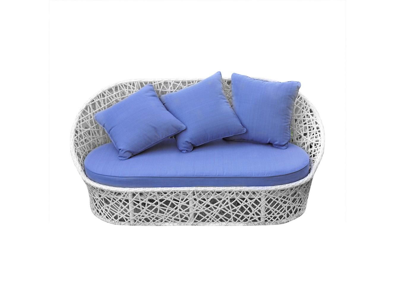 Диван ЛаурельДиваны и оттоманки для сада<br>Диван из коллекции «Лаурель» поможет создать в Вашем интерьере ощущение легкости и воздушности, придаст ему спокойствие и величие. Небесно-голубые подушки в сочетании с белым плетением привнесут в Ваш дом стиль и особое настроение. Изящная мебель этой коллекции, как ни что иное, подчеркнет утонченность вкуса и благородство хозяев дома.<br>Диван из коллекции «Лаурель» может стоять на улице круглый год. Не боятся влаги и мороза.&amp;amp;nbsp;&amp;lt;div&amp;gt;&amp;lt;br&amp;gt;&amp;lt;/div&amp;gt;&amp;lt;div&amp;gt;Каркас не разборный, не раскладывается, матрас и подушки входят в стоимость.&amp;amp;nbsp;&amp;lt;/div&amp;gt;&amp;lt;div&amp;gt;Цвет плетения: белый. Цвет подушек: нежно-голубой.&amp;amp;nbsp;&amp;lt;/div&amp;gt;<br><br>Material: Искусственный ротанг<br>Ширина см: 178<br>Высота см: 80<br>Глубина см: 88